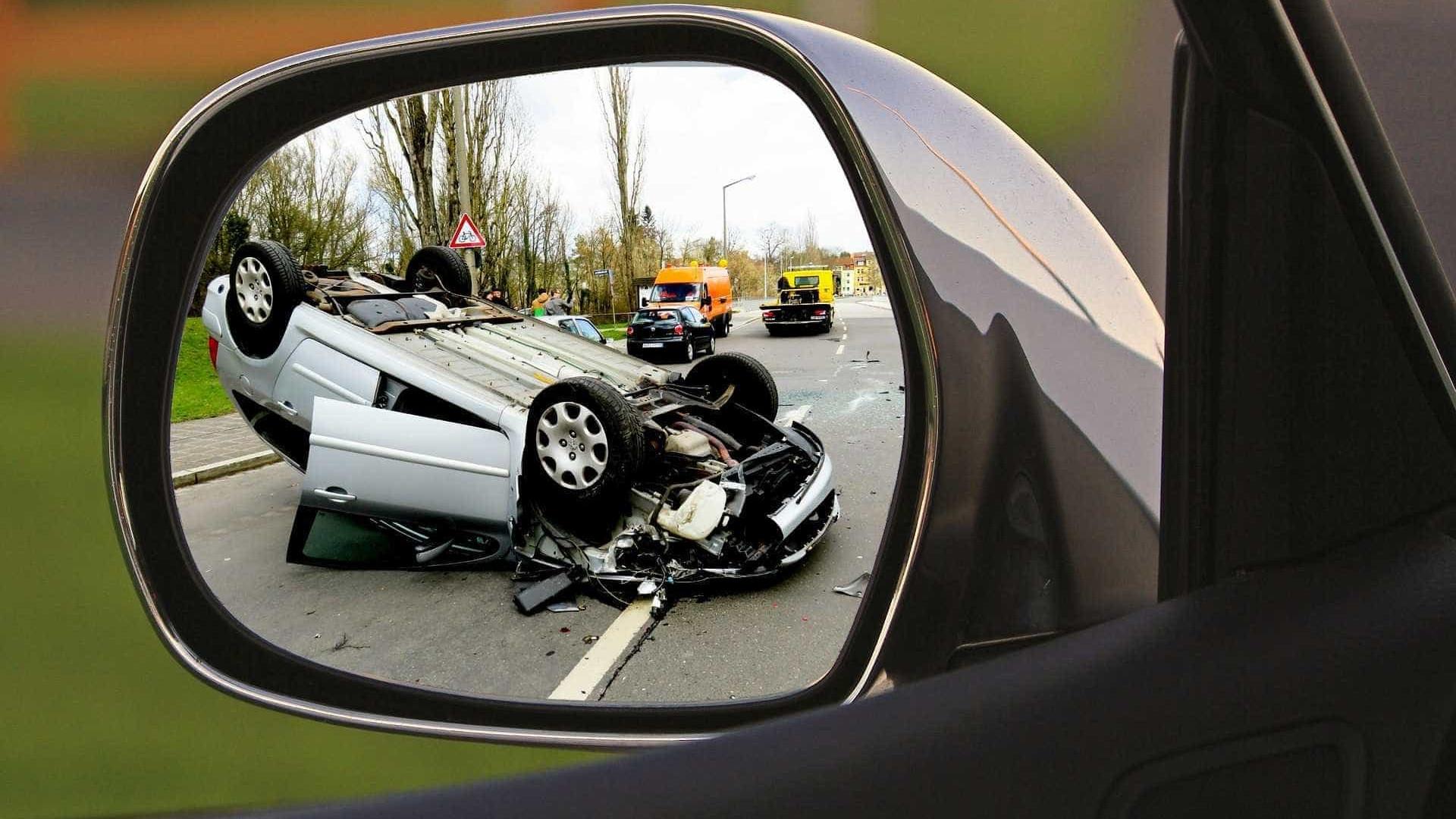 Seis pessoas morrem acidente entre carro e carreta na Dutra, no Rio