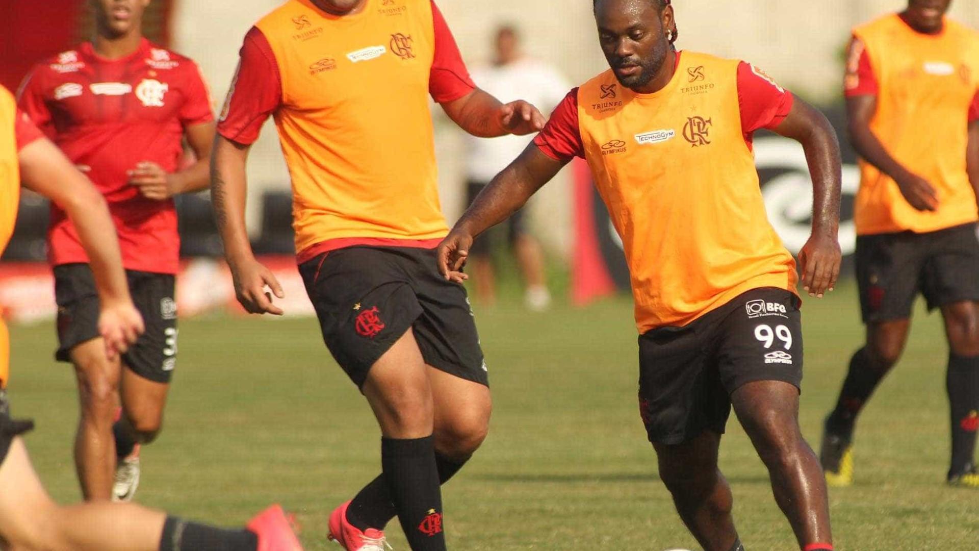 Sem novidades, elenco principal do Flamengo se apresenta