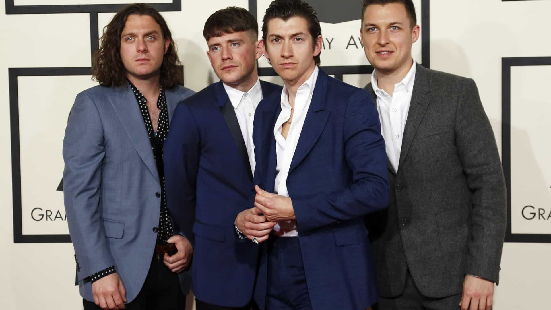 Arctic Monkeys anuncia show no Rio