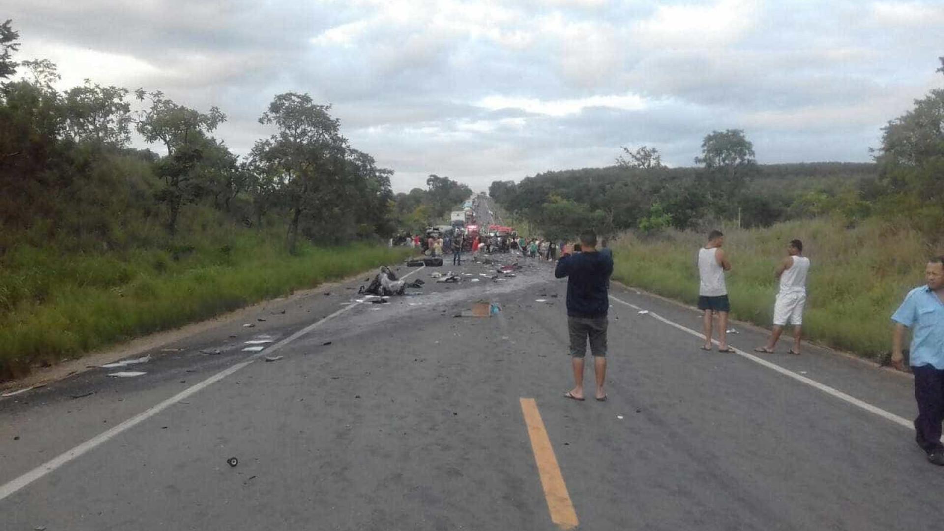 Acidente com vários veículos deixa 13 mortos e 39 feridos na BR-251