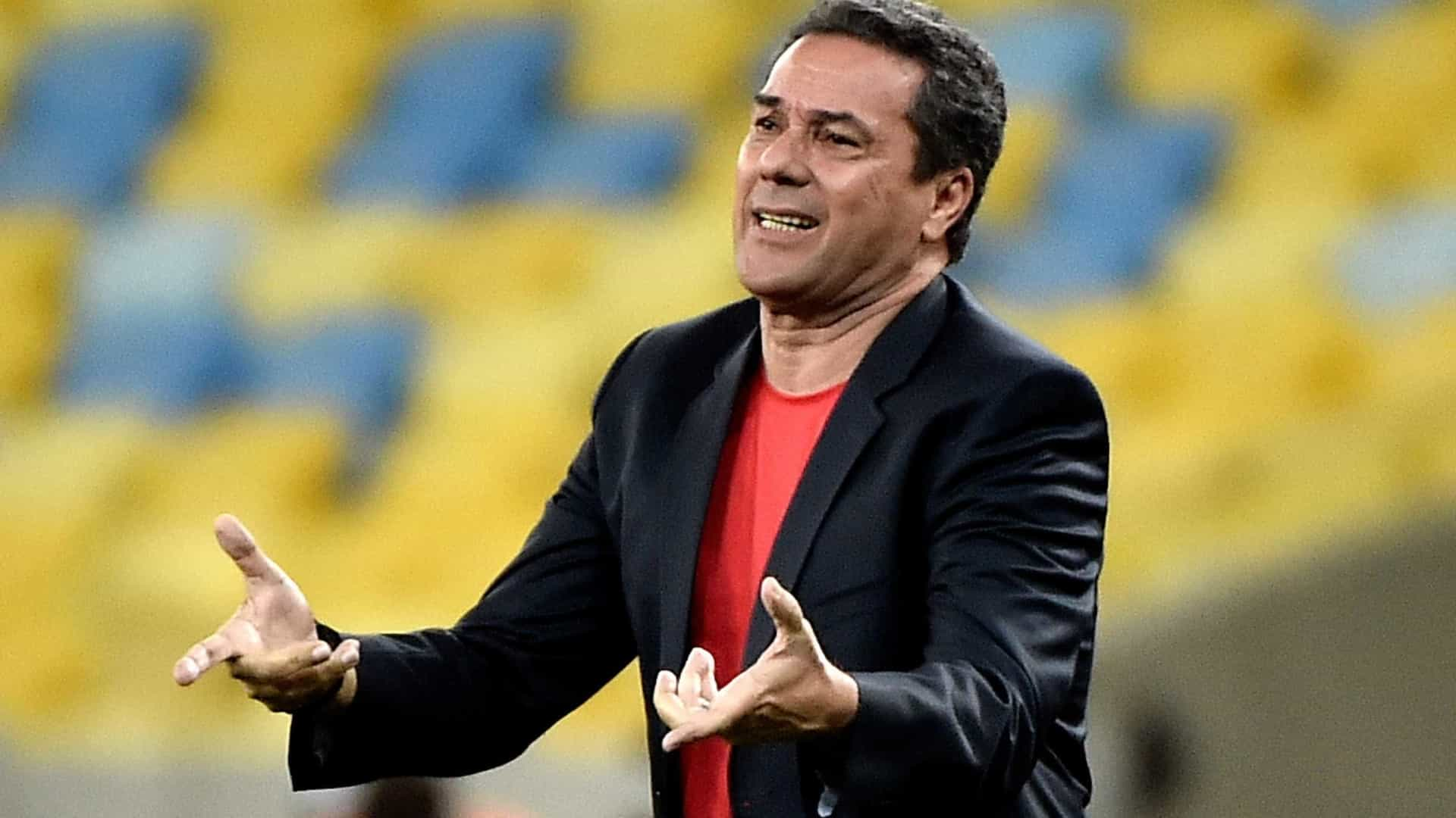 Luxemburgo se reúne com a diretoria do Palmeiras neste domingo