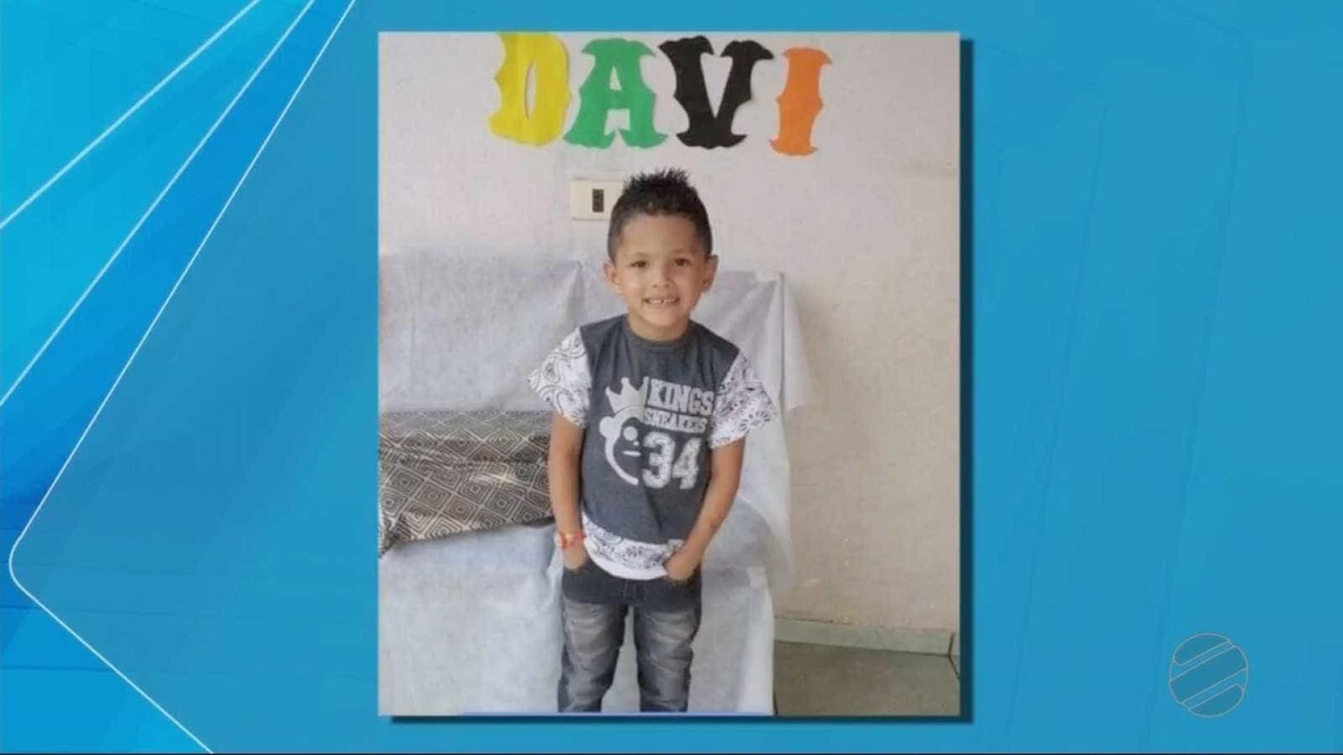 Pai mata filho de 5 anos com golpe 'mata-leão'