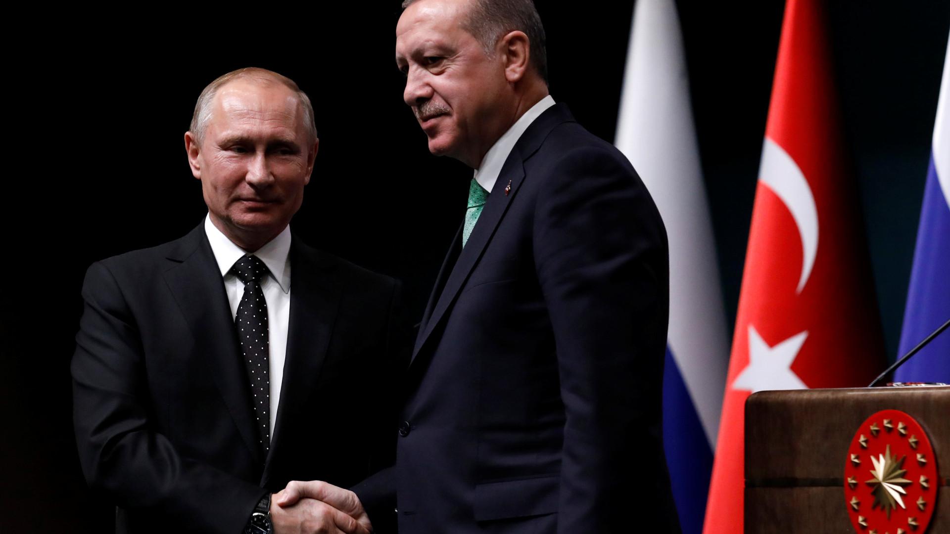 Síria: Presidentes turco e russo discutem ofensiva na terça-feira