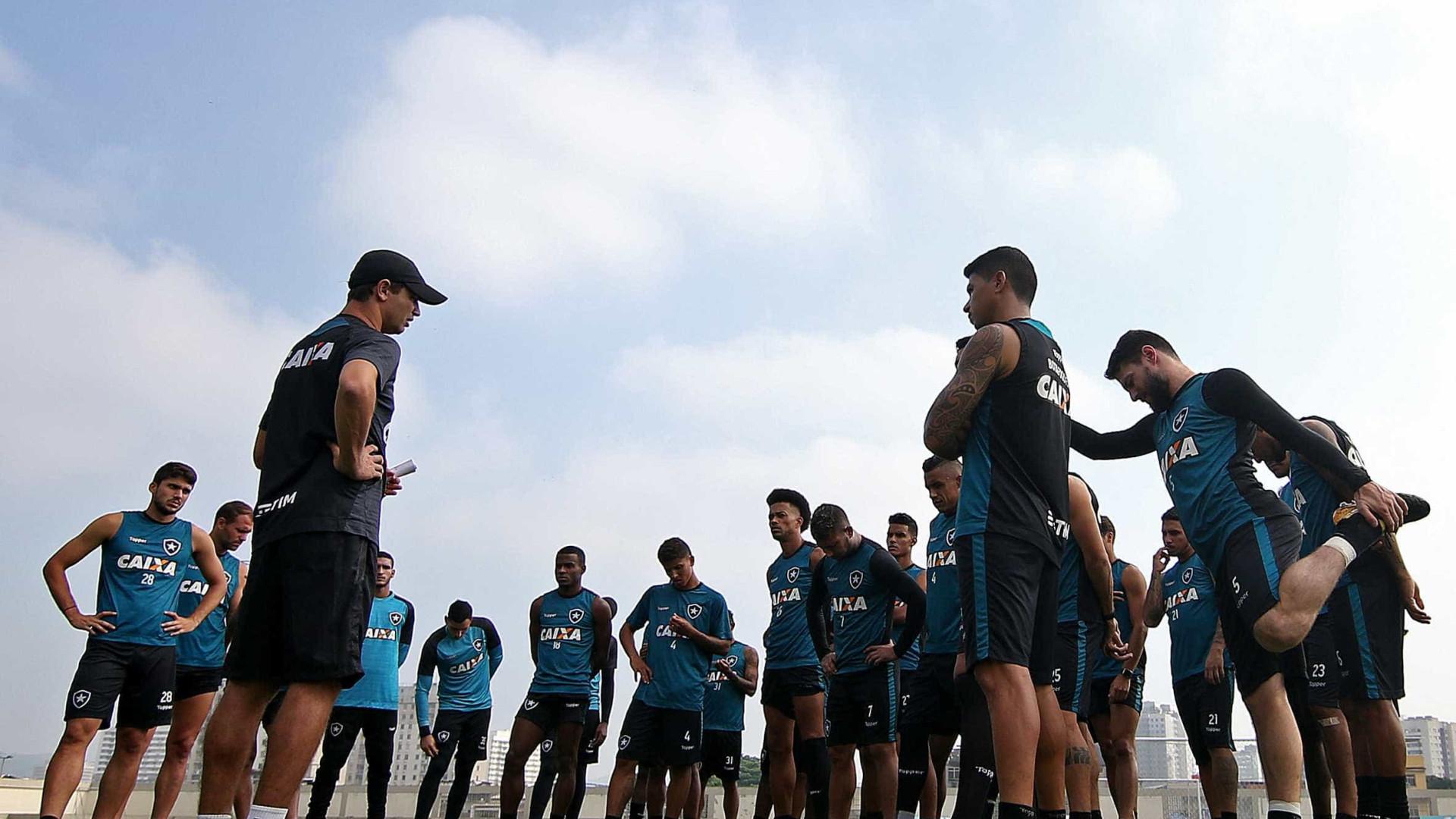 Torcida desafia jogadores do Botafogo para 'pelada' no Engenhão