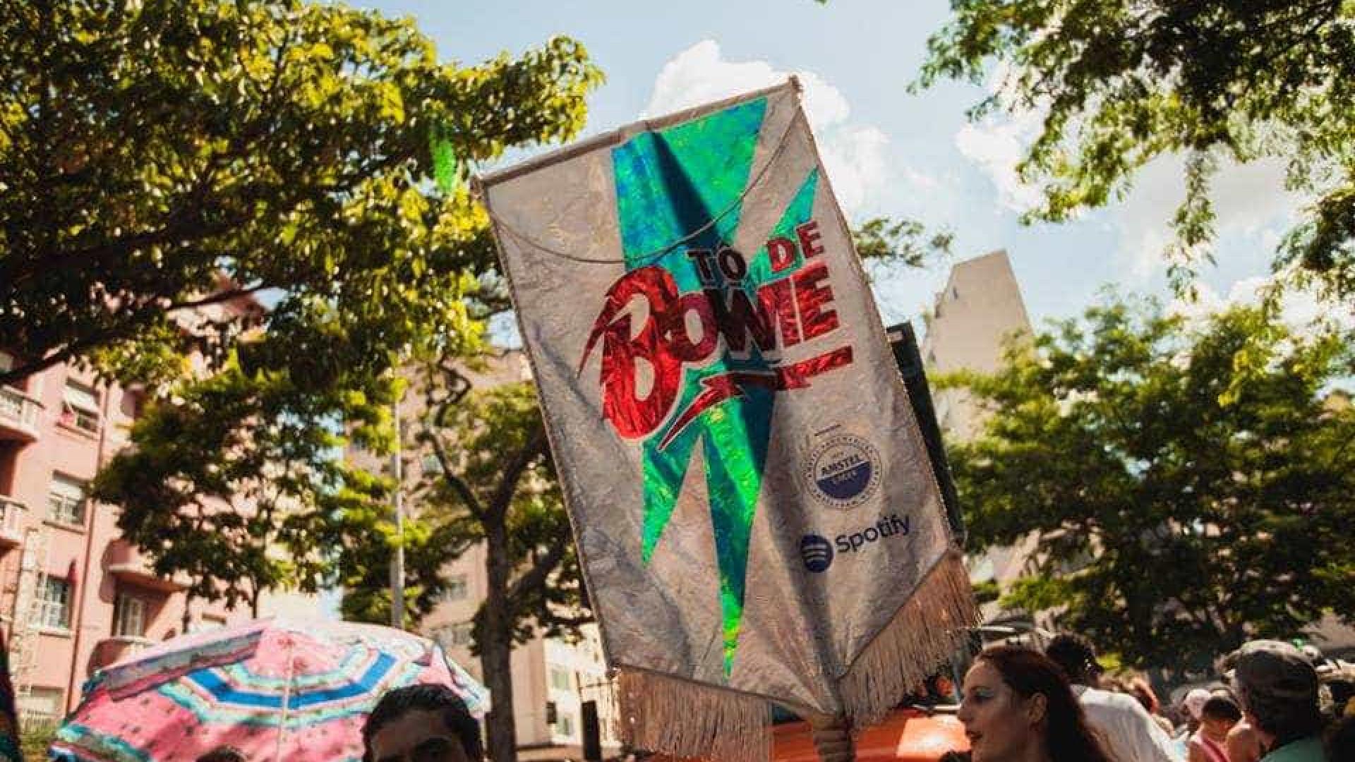 Bloco de rua tradicional homenageia David Bowie na capital paulista