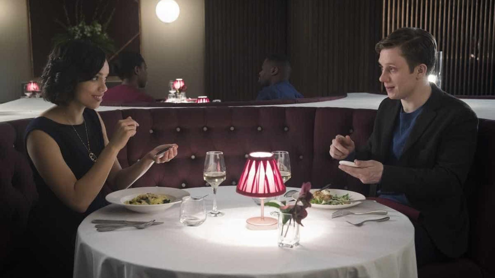 'Muito Black Mirror': site diz quanto tempo seu namoro vai durar