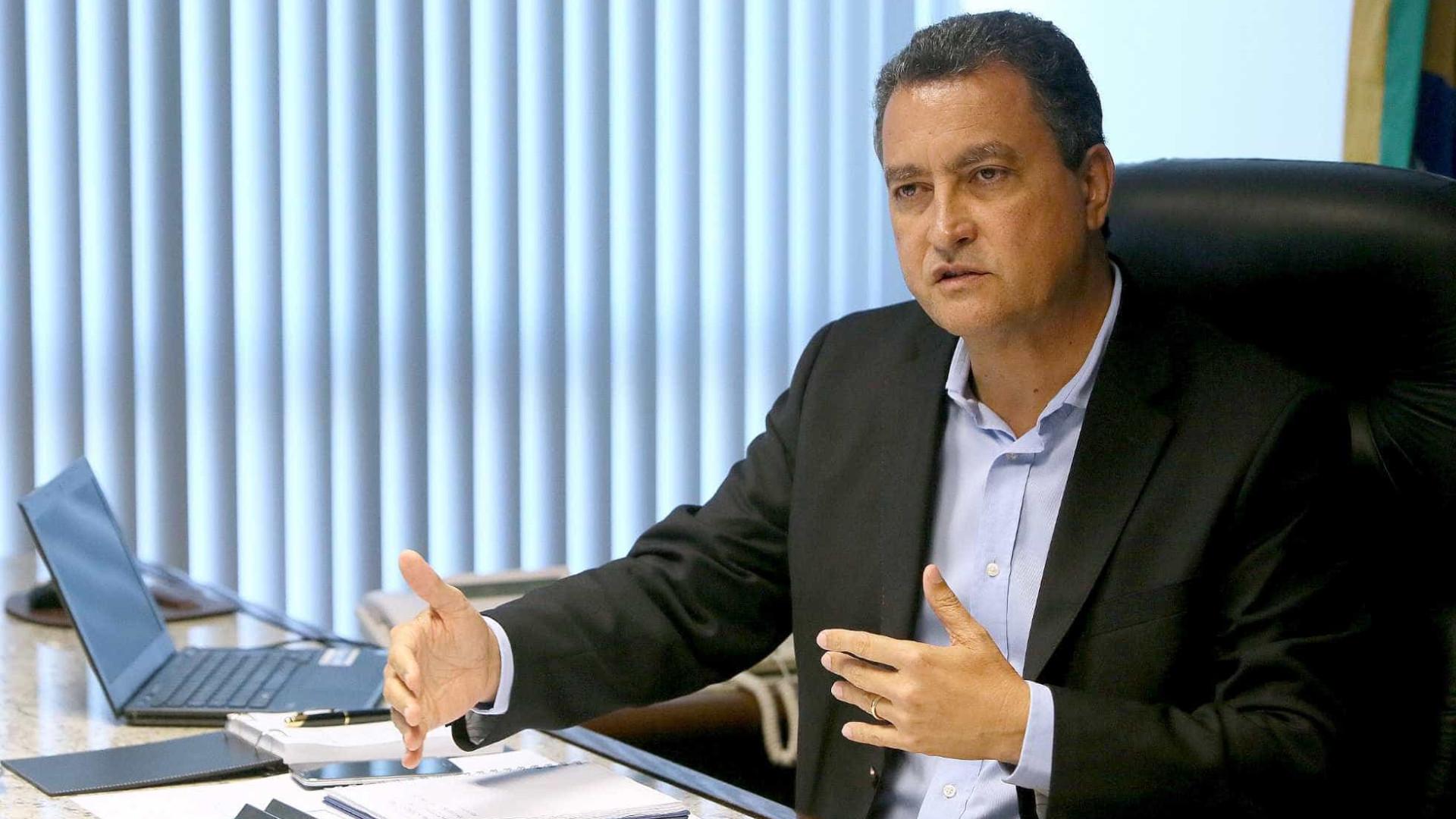 """""""Deixa falar de milícia quem entende"""", diz governador sobre Flávio"""