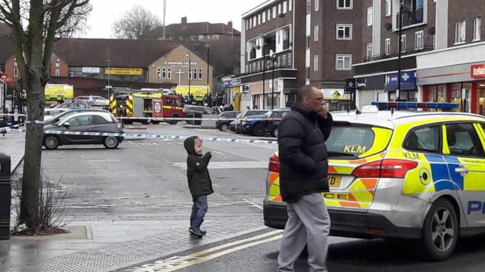 Explosão atinge loja no norte de Londres