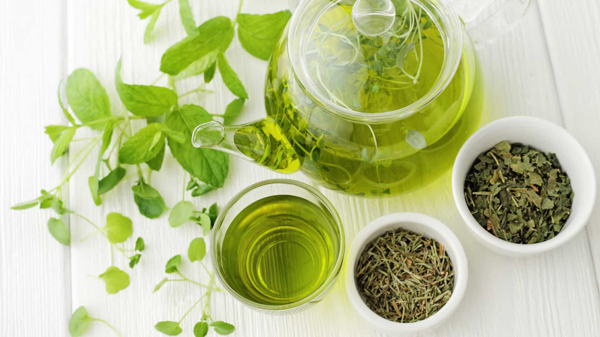 Beber chá verde no lugar do chá preto pode ajudá-lo a viver mais