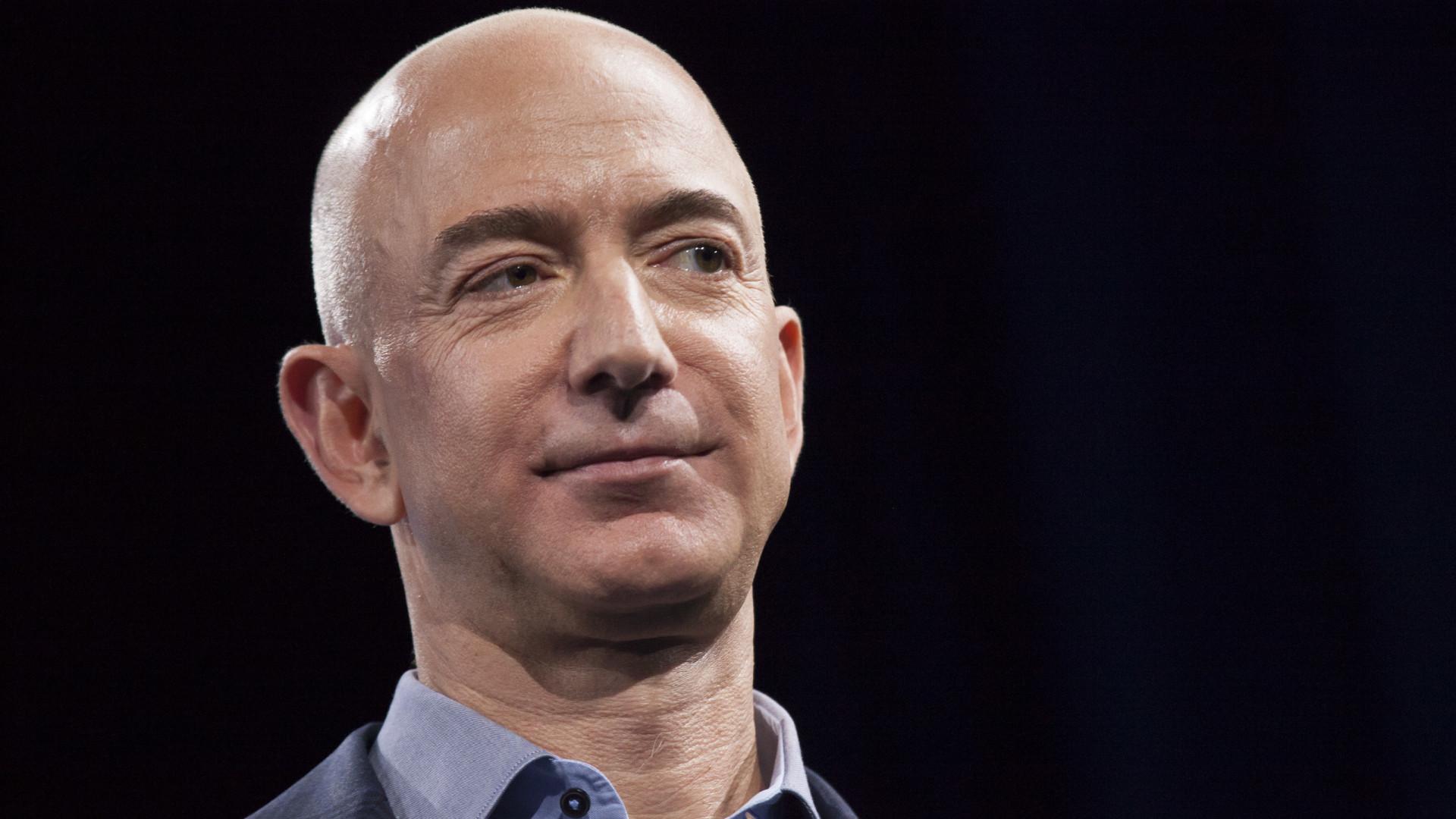 Jeff Bezos fará viagem para o espaço em julho