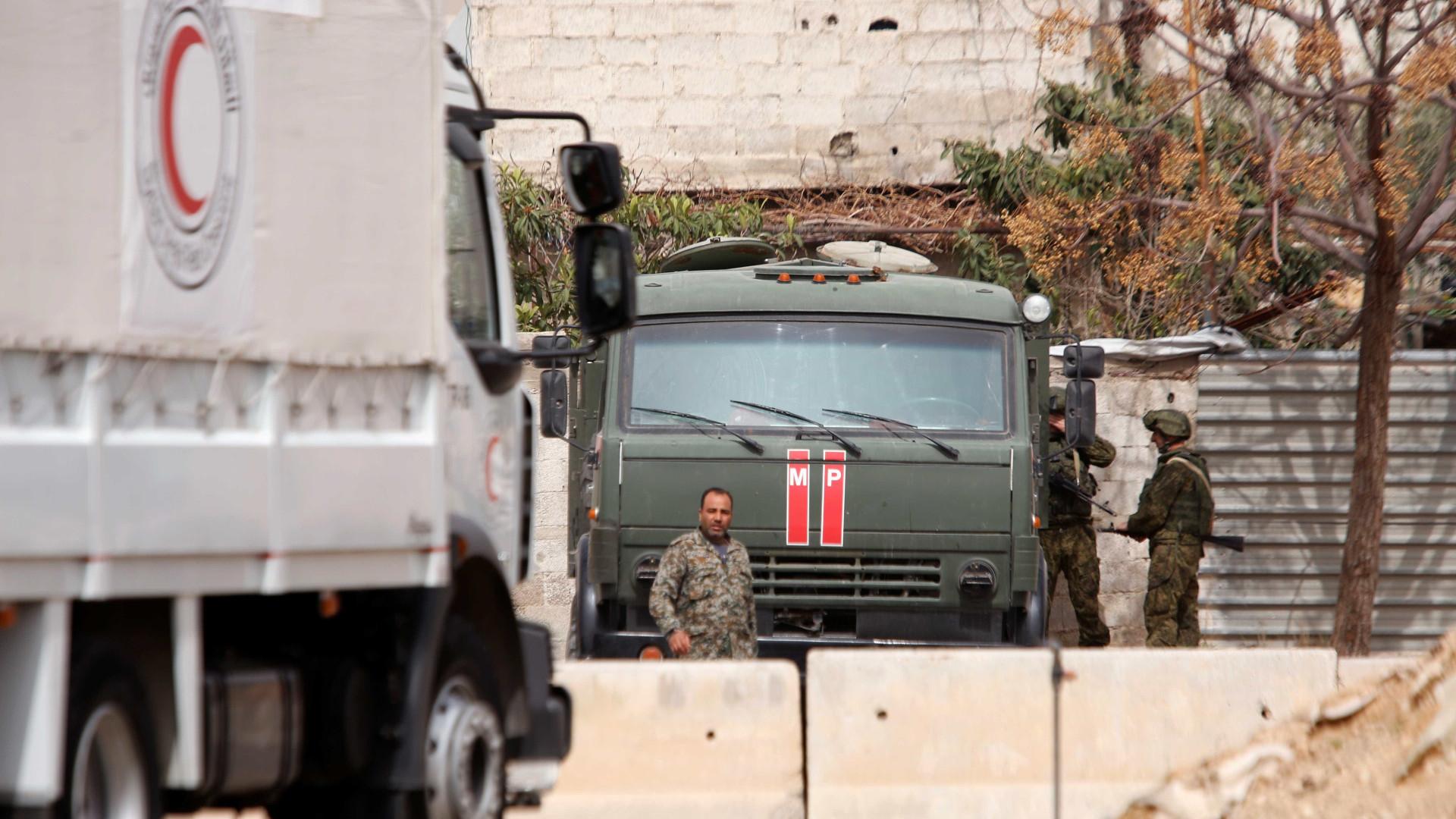 Militantes atacam coluna humanitária em Ghouta Oriental