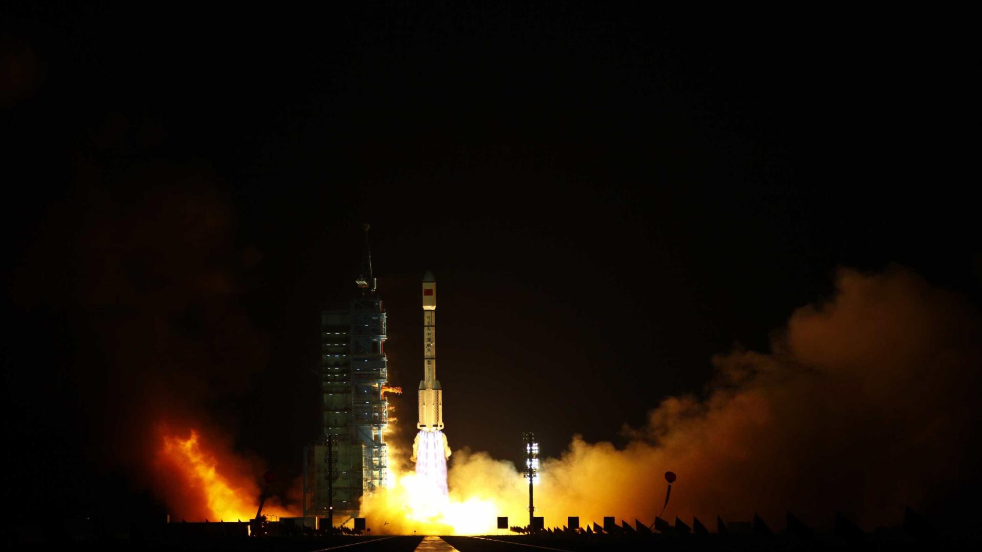 Queda de estação chinesa na Terra é desacelerada