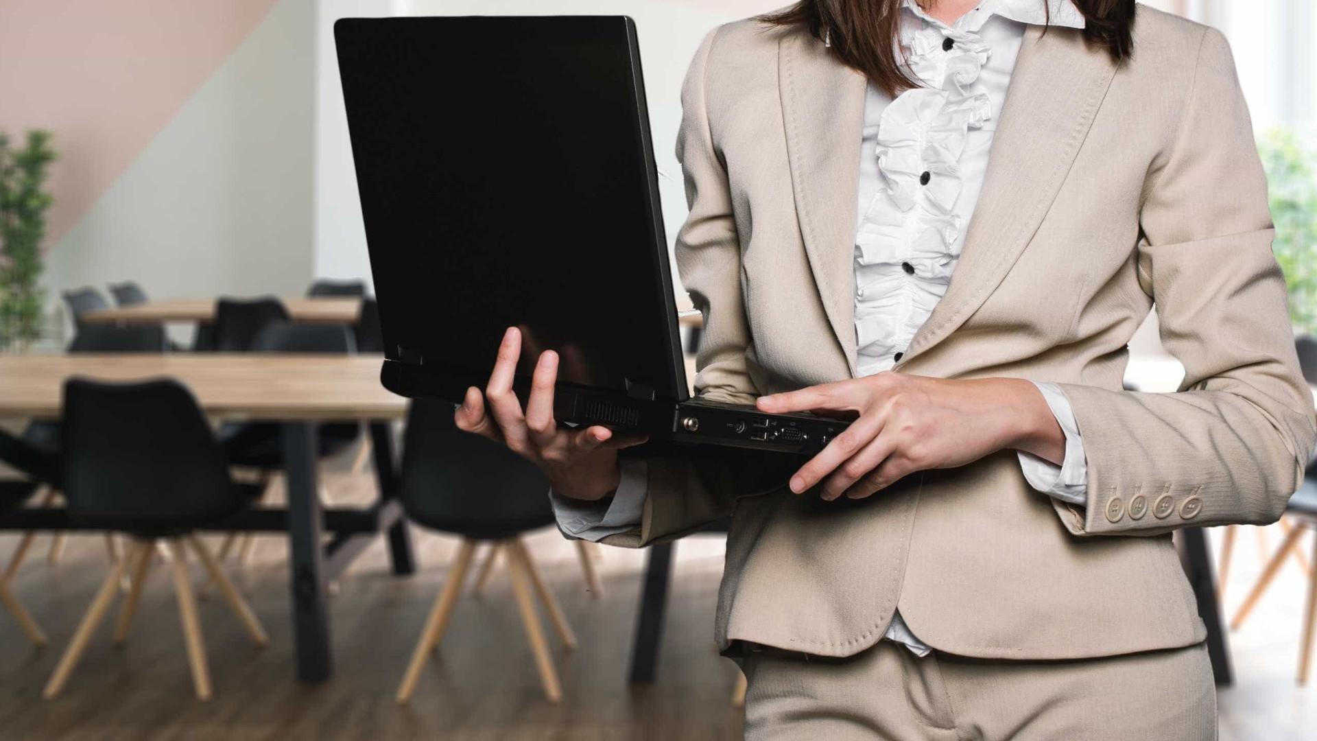 Presença feminina ainda é pequena na liderança de empresas, diz estudo