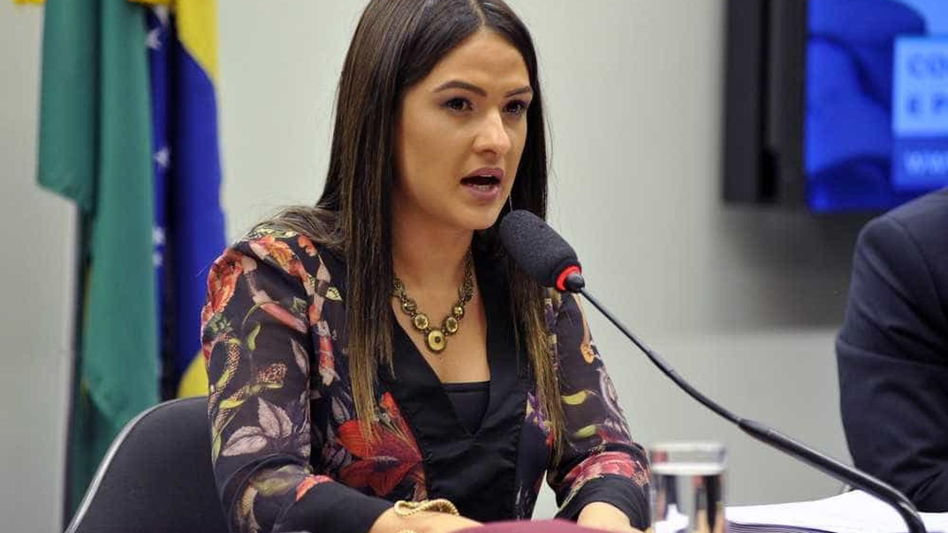 Bruna Furlan critica Bolsonaro: 'Quanto mais decorativo melhor'