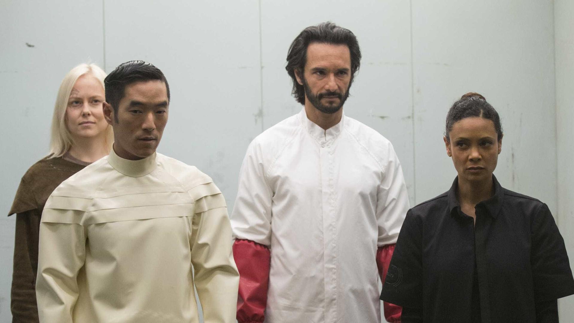 Westworld: série da HBO com Rodrigo Santoro volta neste domingo