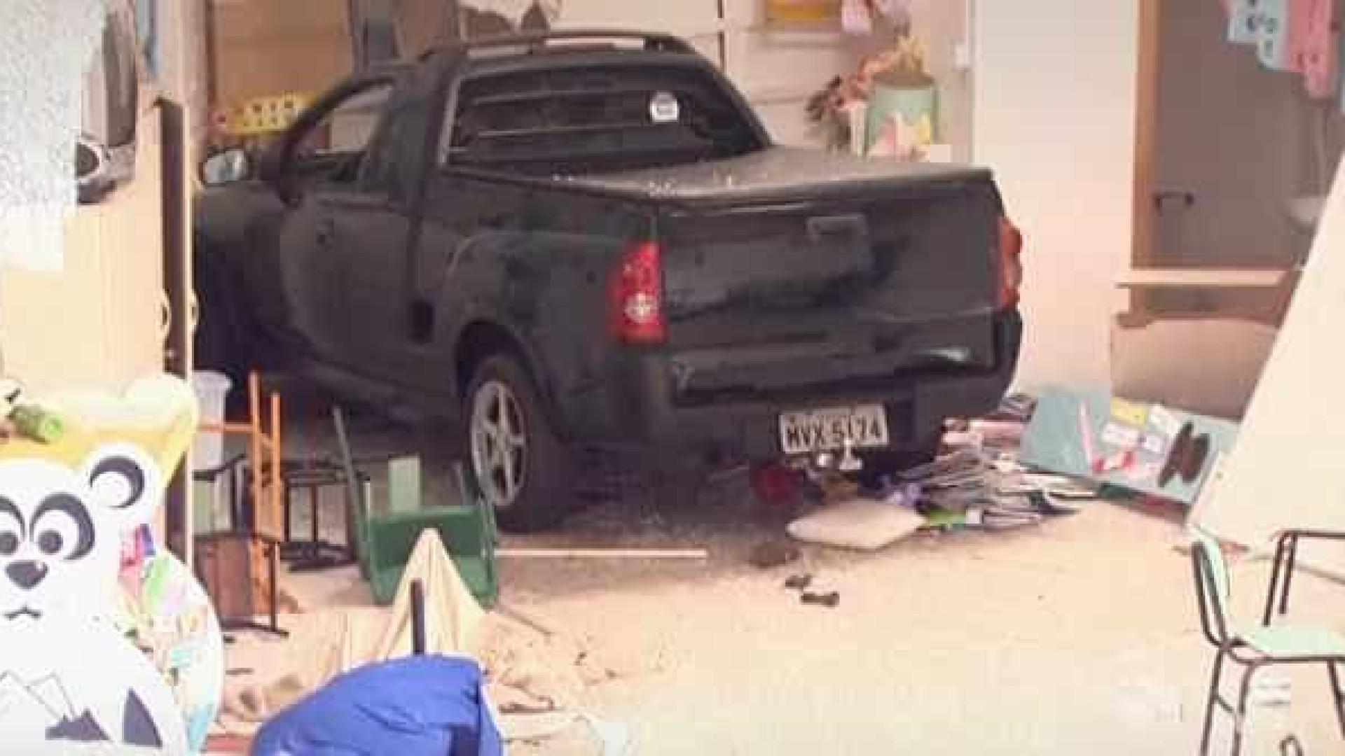 Motorista embriagado invade creche e deixa 7 crianças feridas em SC