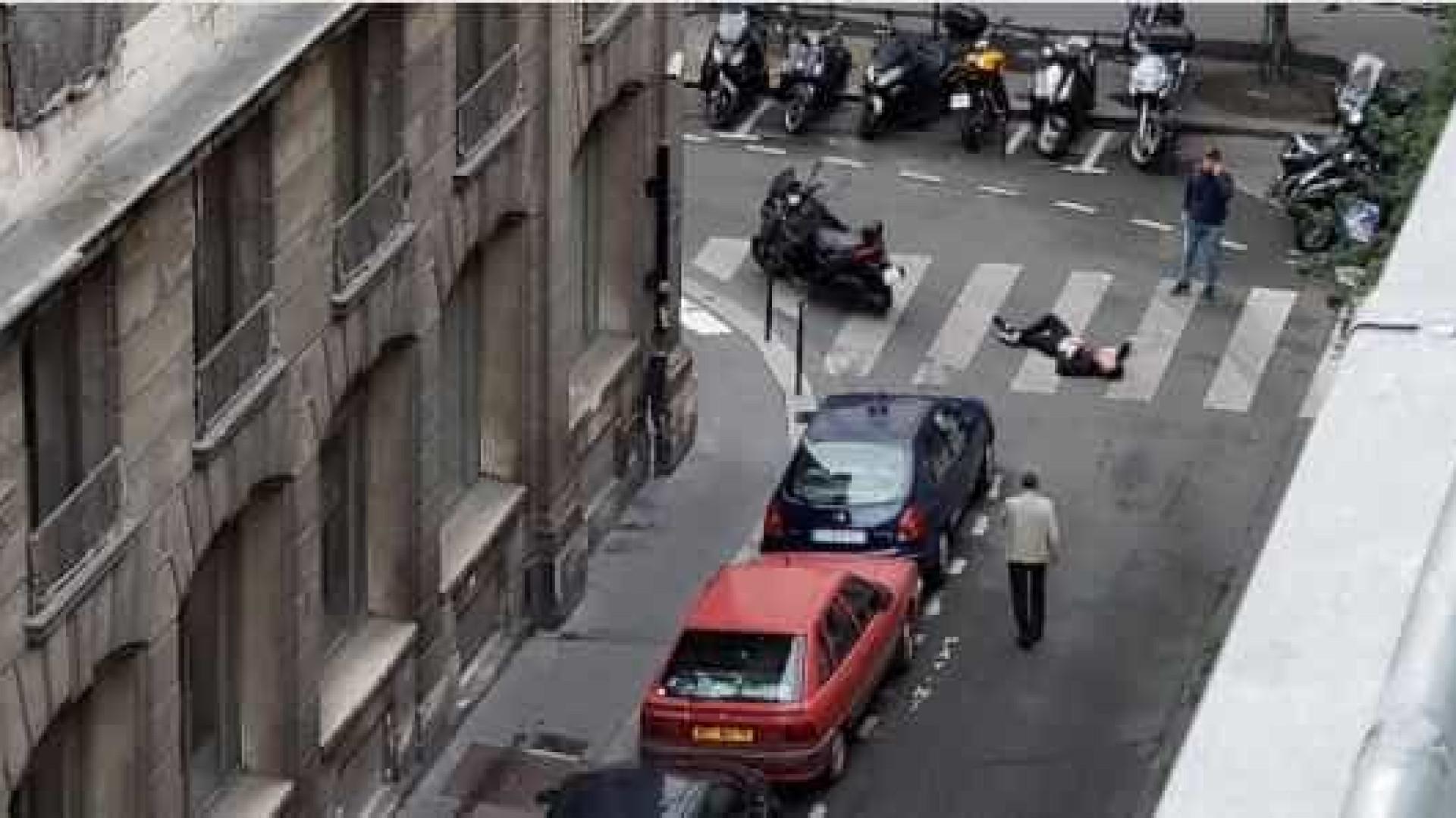 Homem é morto pela polícia após esfaquear pessoas em rua de Paris