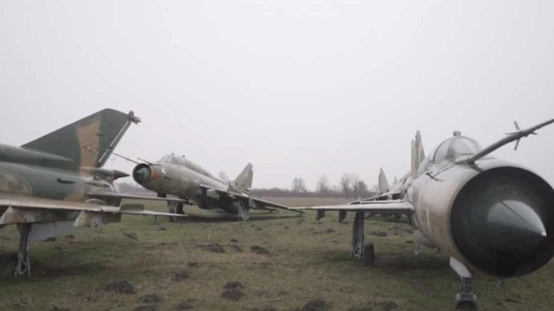 Base aérea abandonada guarda aviões da 2ª Guerra Mundial