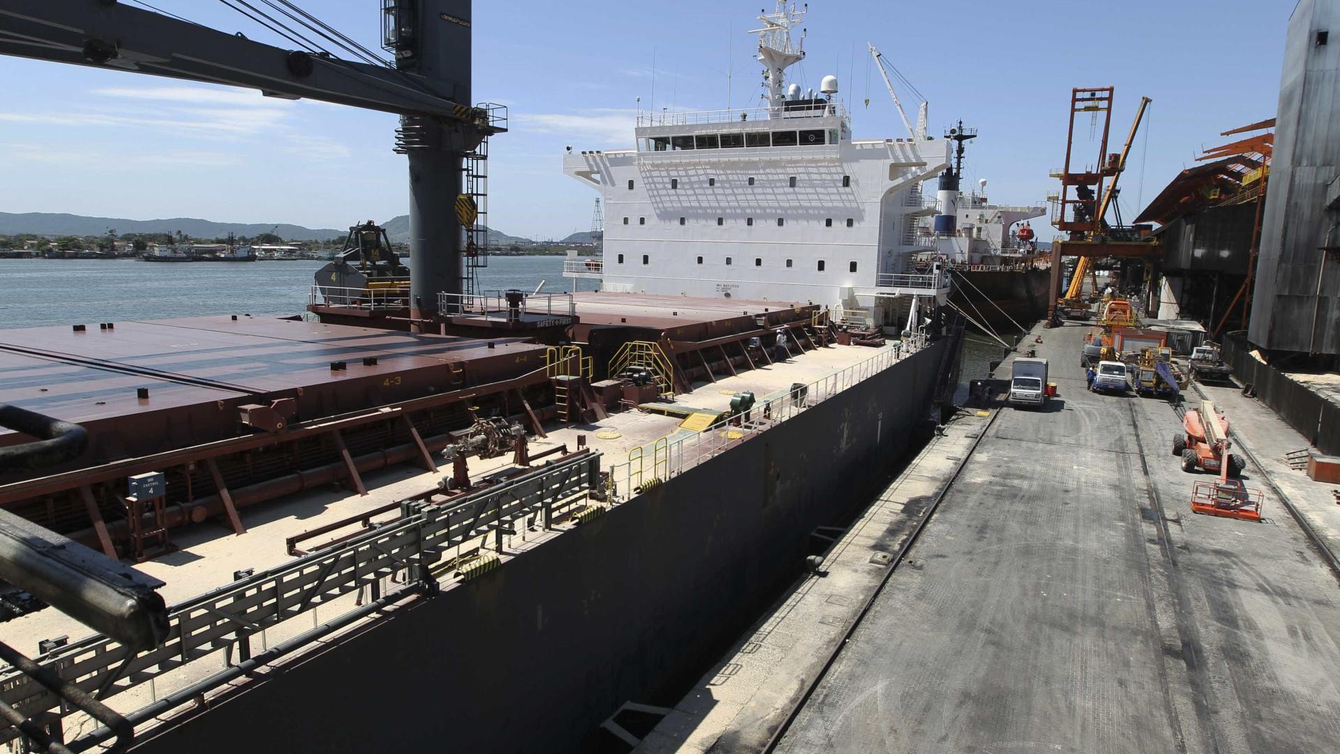 Receita pega 332 kg de cocaína em contêiner no Porto de Santos