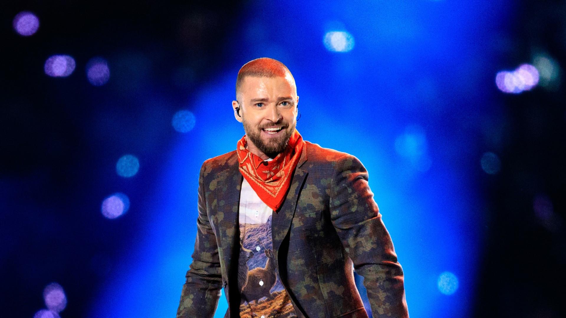 Casado, Justin Timberlake é visto de mãos dadas com atriz de 'Palmer'