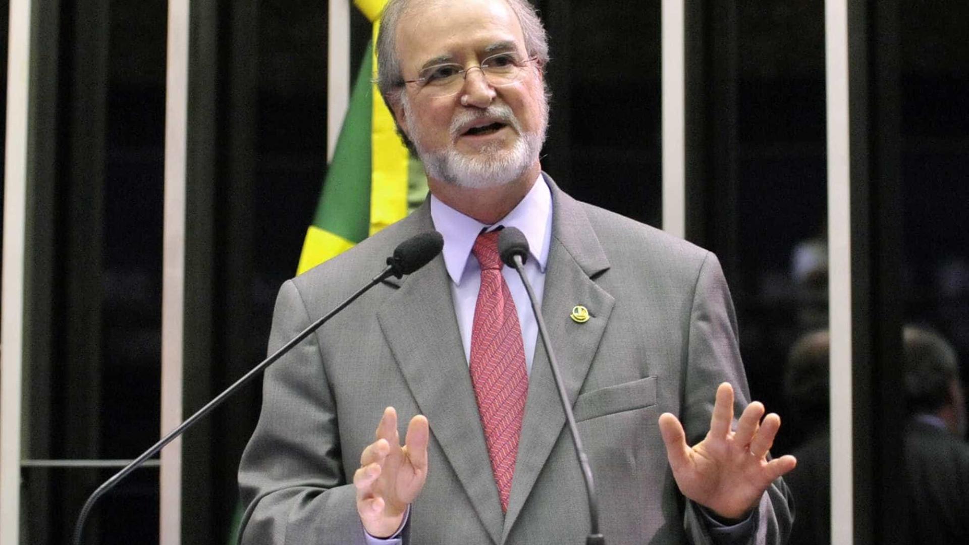 STJ reduz pena, mas mantém condenação de Eduardo Azeredo