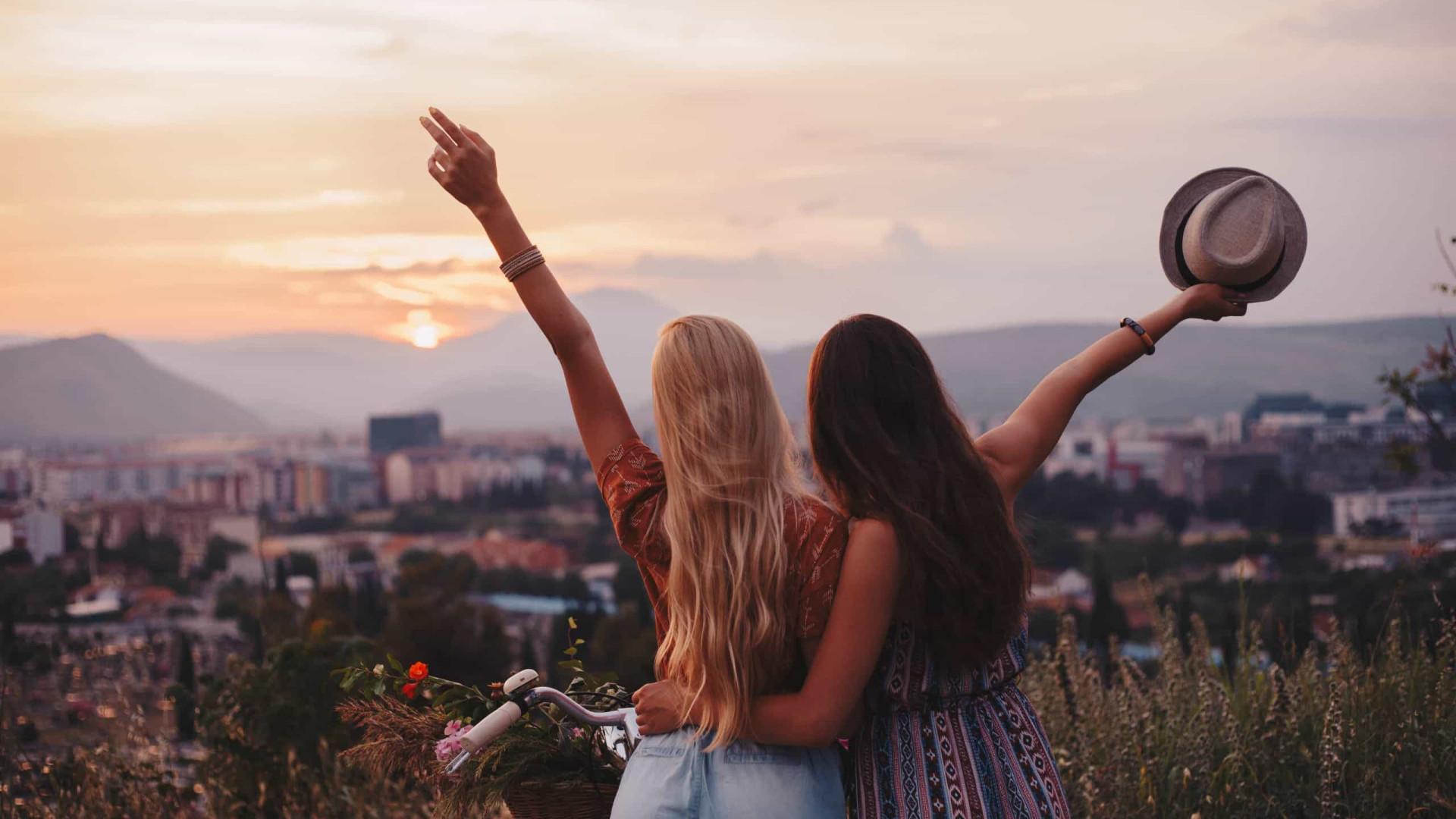 Dicas para fazer amigos enquanto viaja sozinho!
