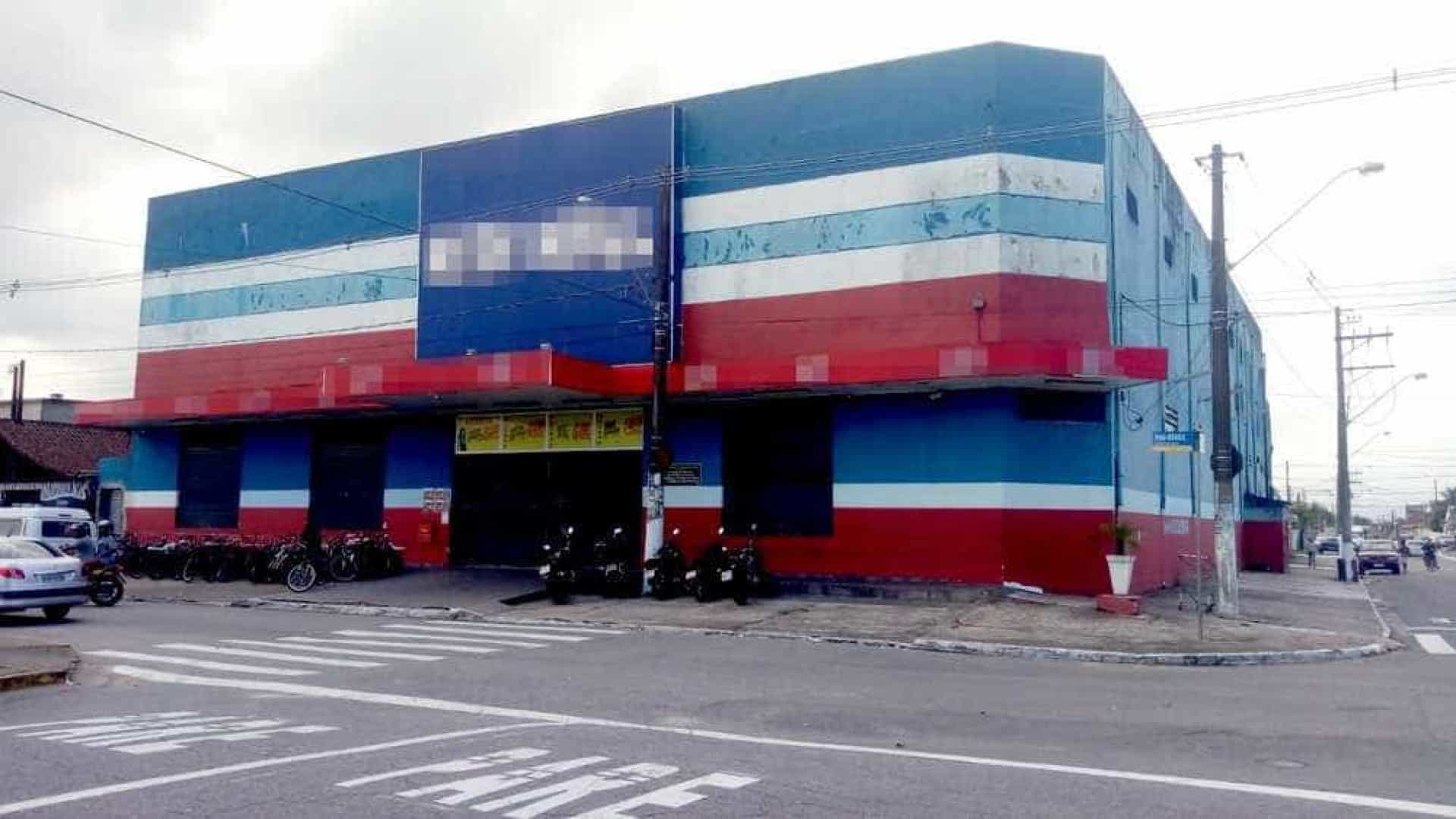 Supermercado é invadido e saqueado por jovens em SP