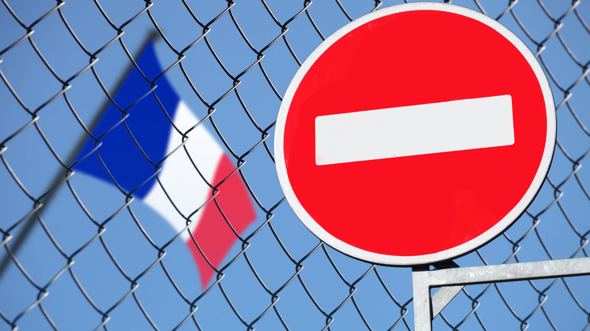 França quer obrigar Facebook e Google a remover discurso de ódio