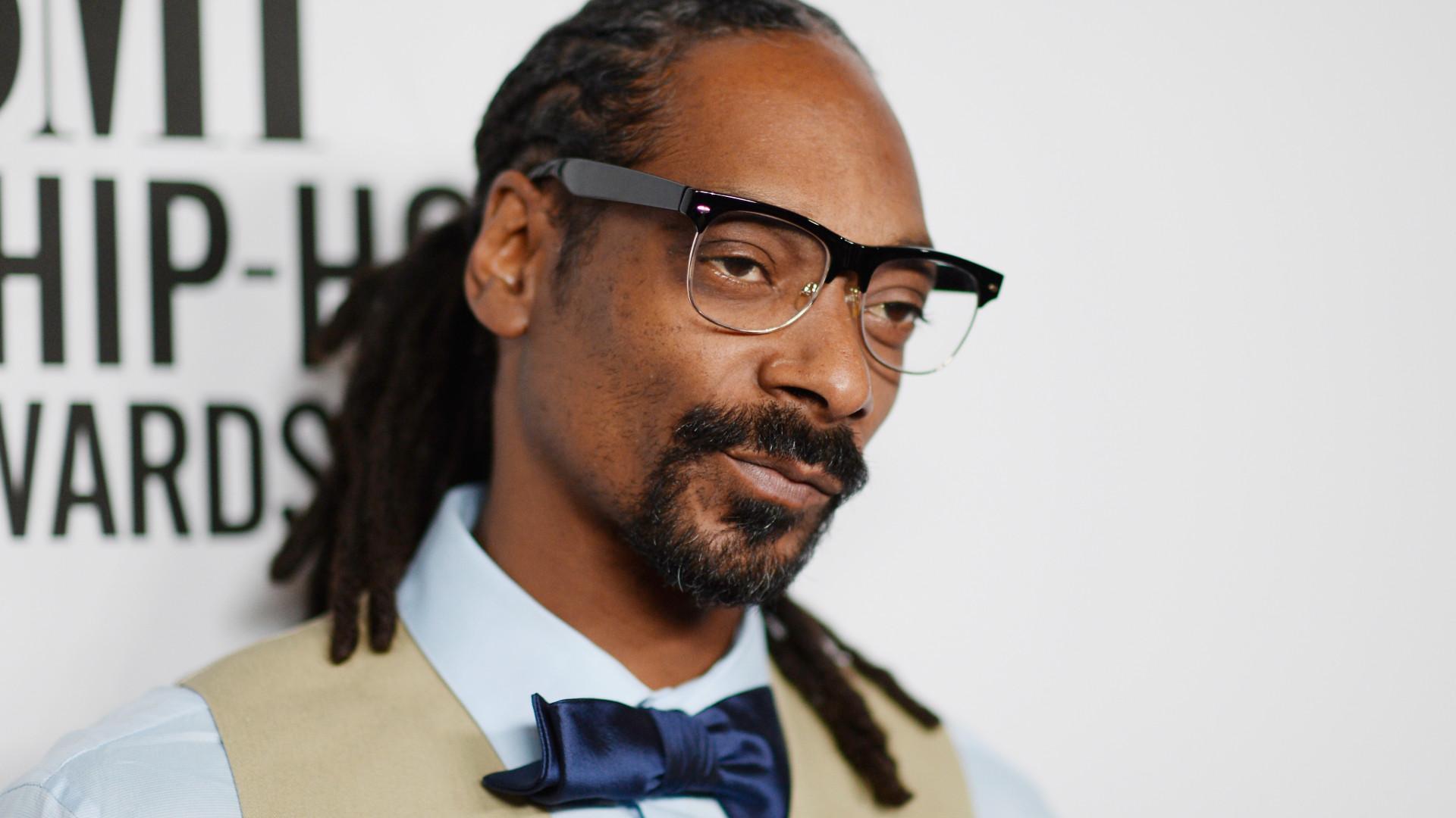 """Snoop Dogg tem empregado só para """"enrolar"""" cigarros de canabis"""