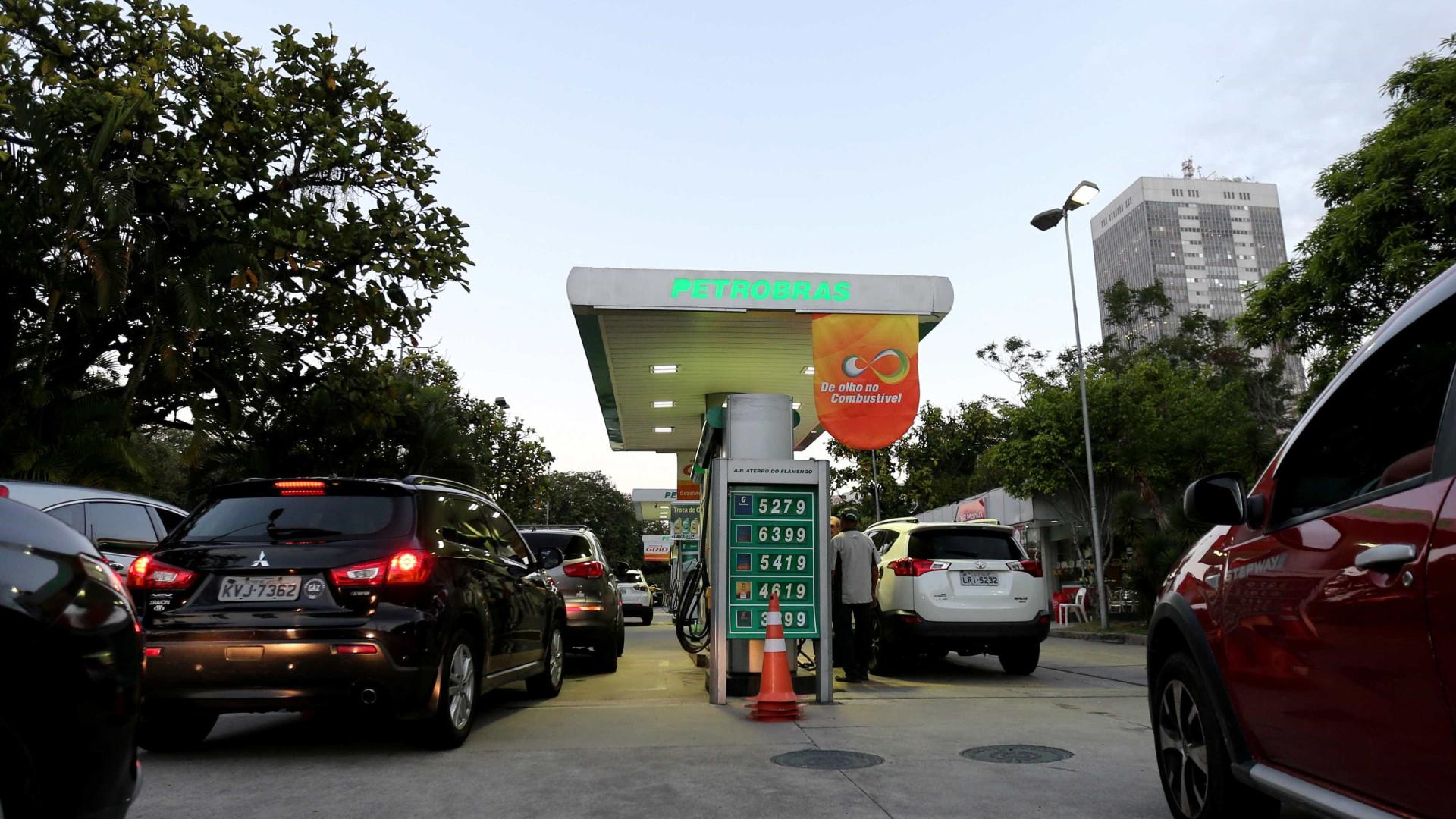 Preço médio da gasolina cai 1,35% nesta quarta; diesel está R$ 2,0316