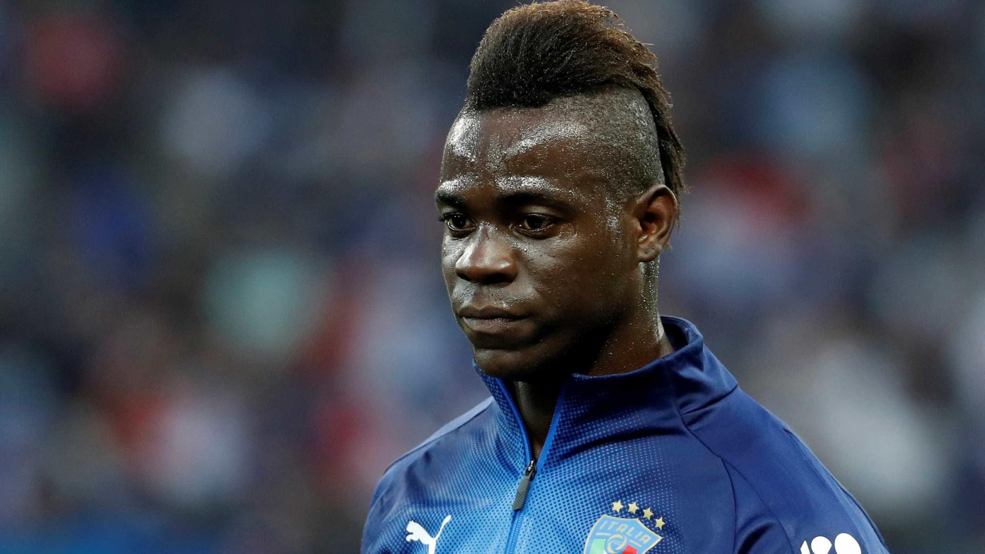 Por racismo a Balotelli, Verona jogará com arquibancada fechada