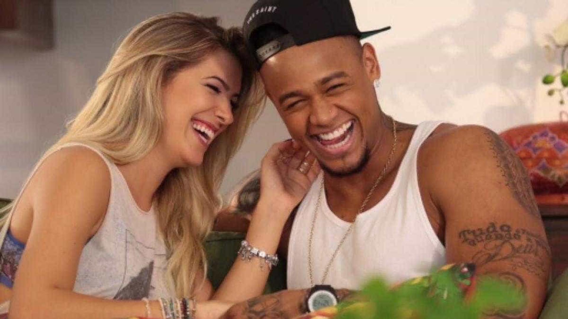 Léo Santana e Lore Improta revelam sexo do primeiro filho