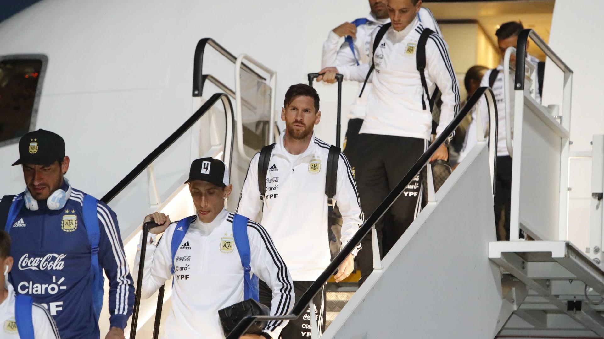 Messi chega à Copa em avião usado pelos Rolling Stones
