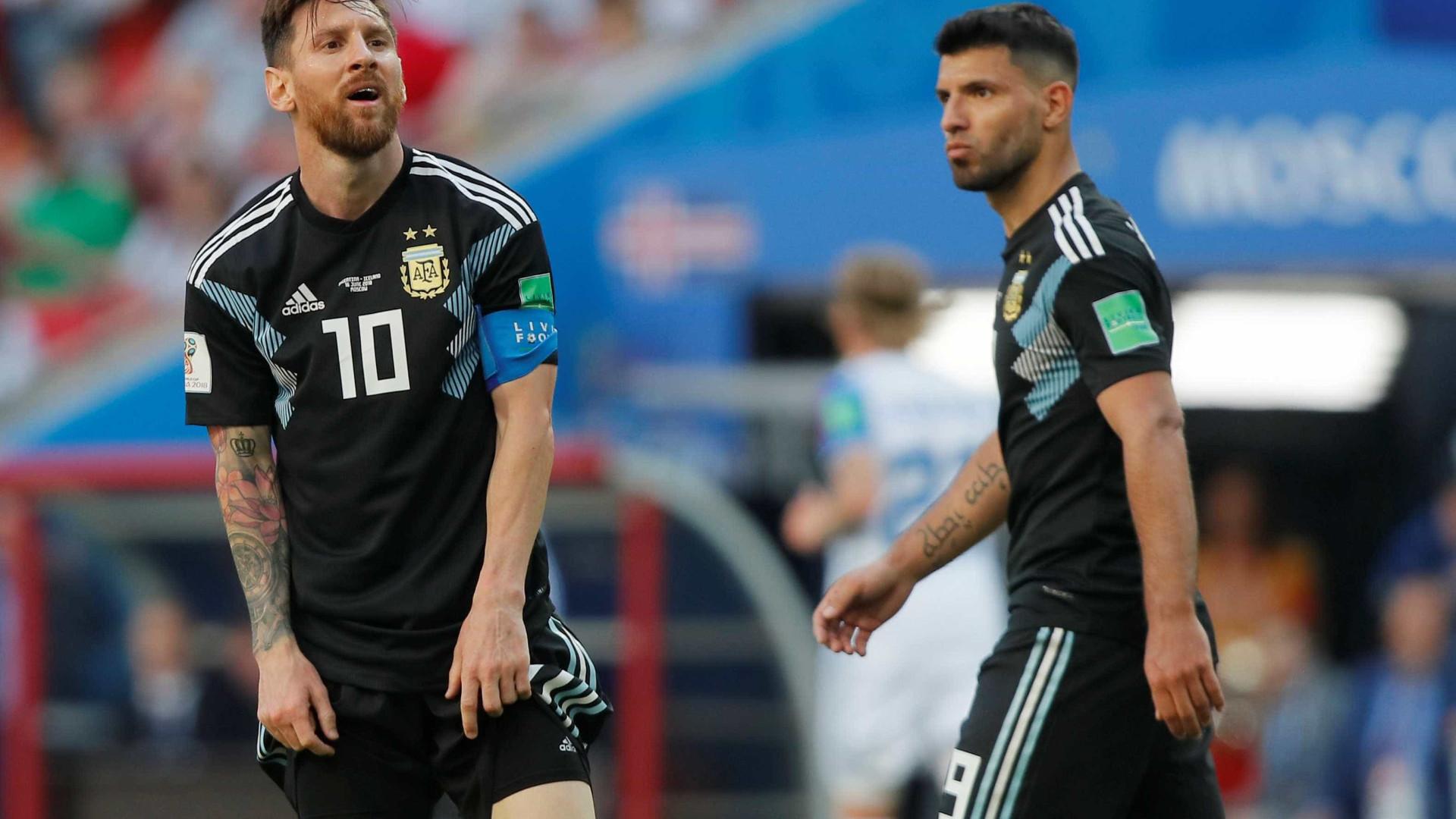 Agüero diz que não se arrepende de acertar com Barcelona mesmo com saída de Messi