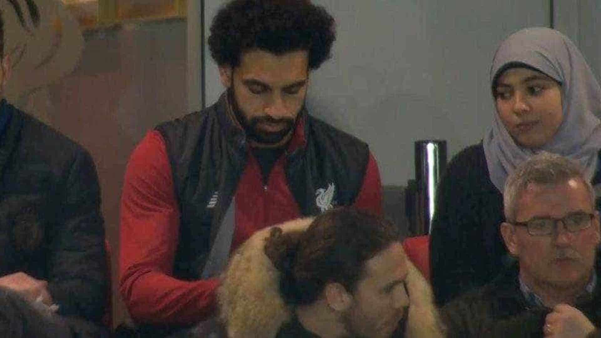 Esposa do jogador Salah mantém tradição mesmo quando vai ao estádio