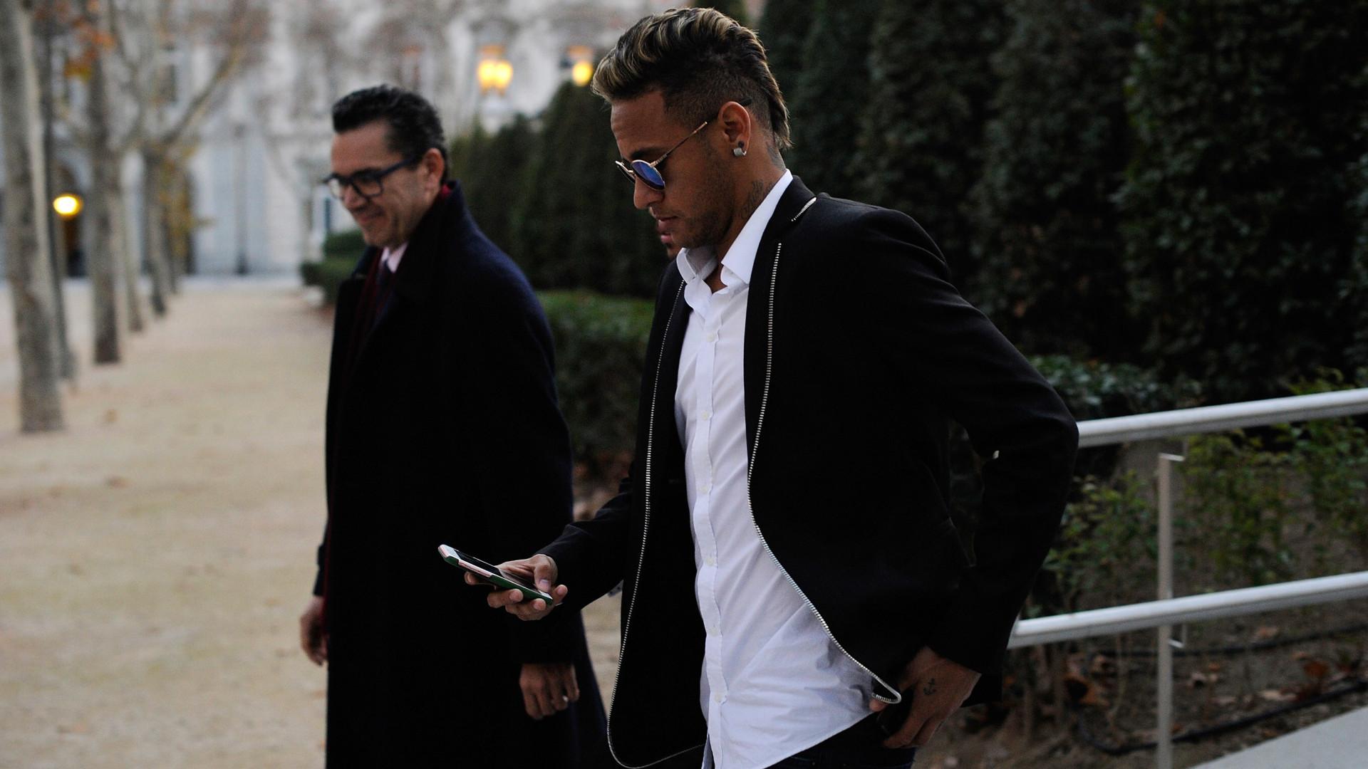 Neymar diz que vídeo com fotos íntimas foi publicado por assessores