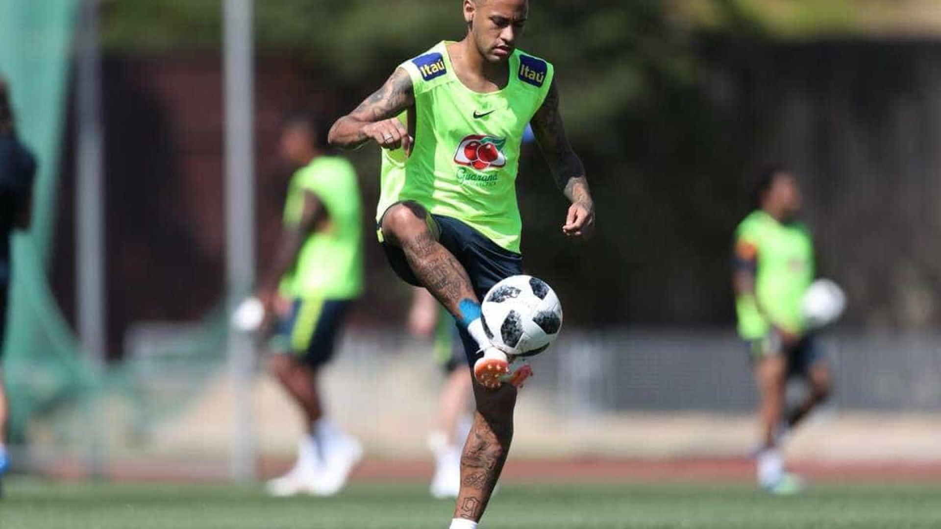 Neymar se recupera de desconforto no joelho e volta a treinar