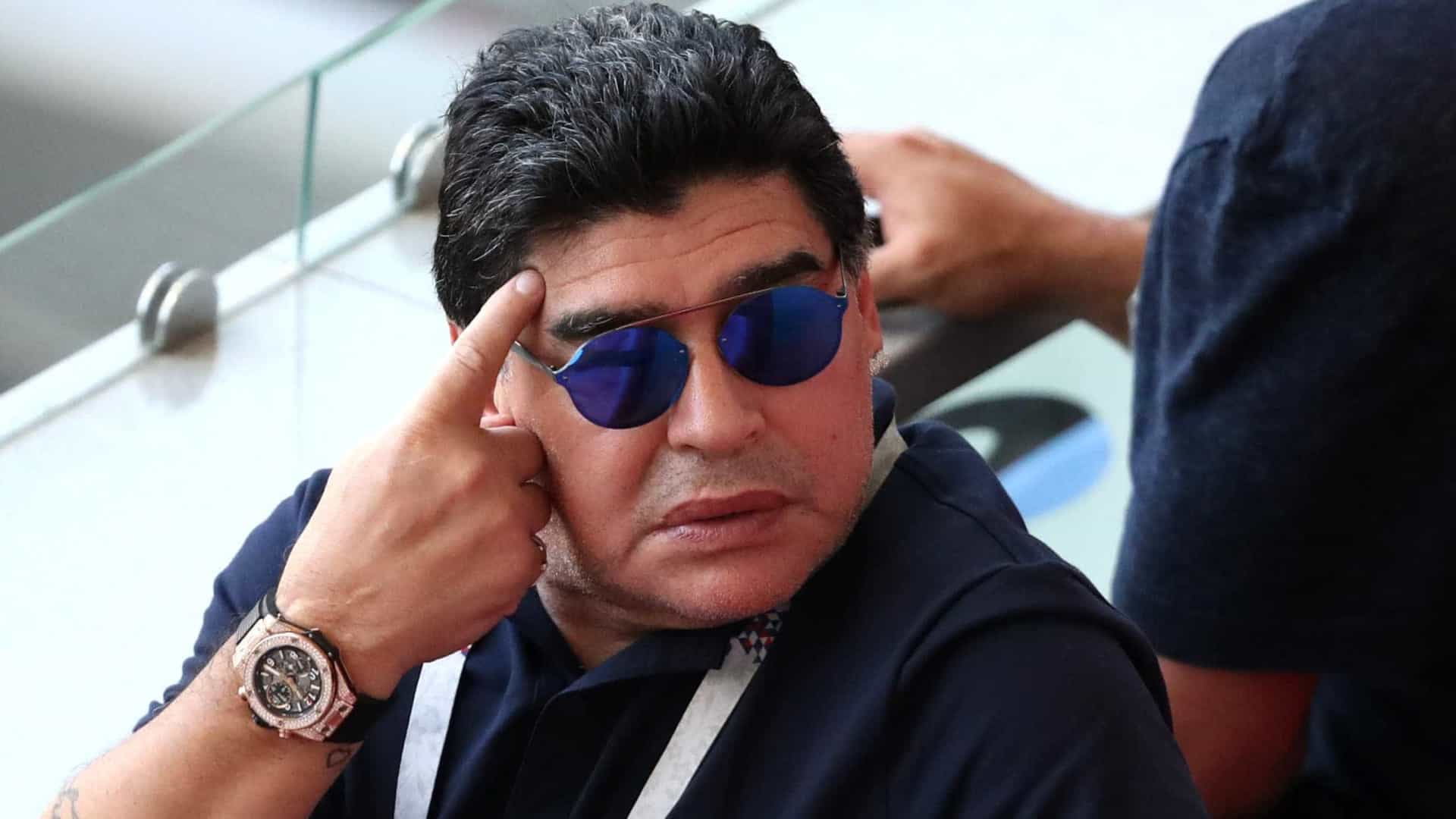 Maradona renuncia à Fifa e critica Infantino após apoio a Macri