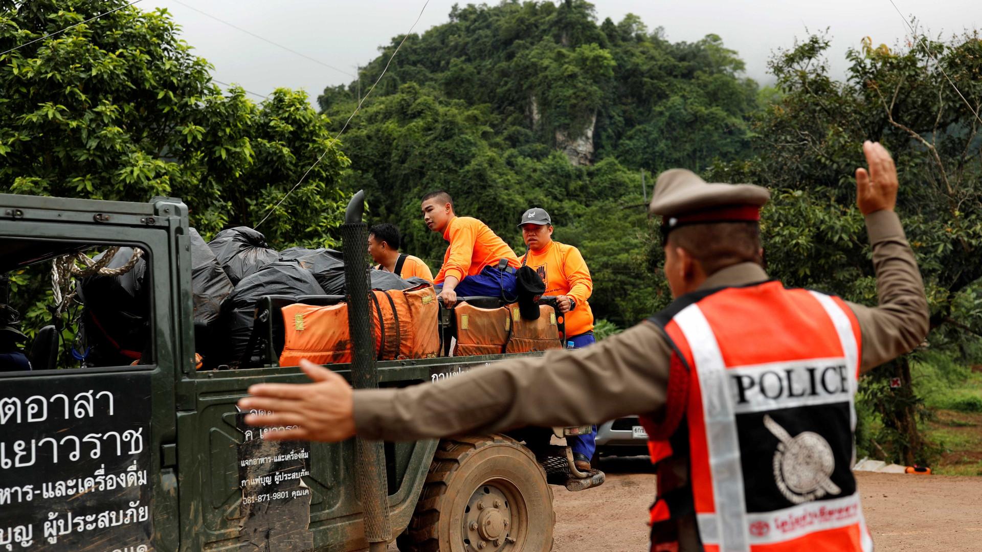 Autoridades mandam esvaziar área onde meninos estão presos na Tailândia