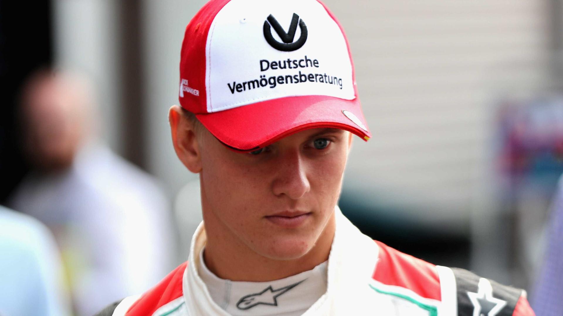 Aos 19 anos, filho de Schumacher vence primeiro título