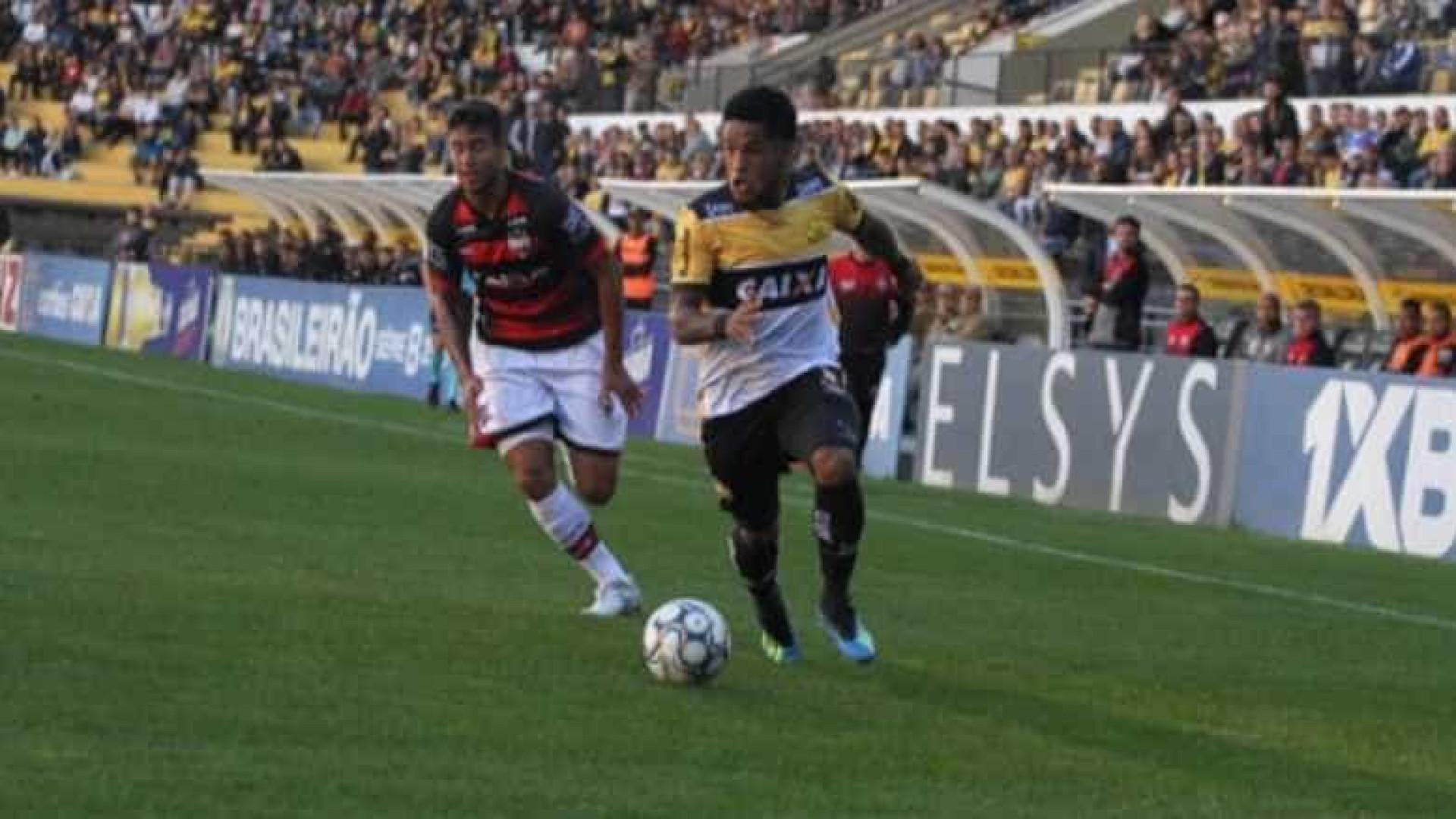 Em jogo com 4 expulsões, Criciúma empata contra Atlético-GO