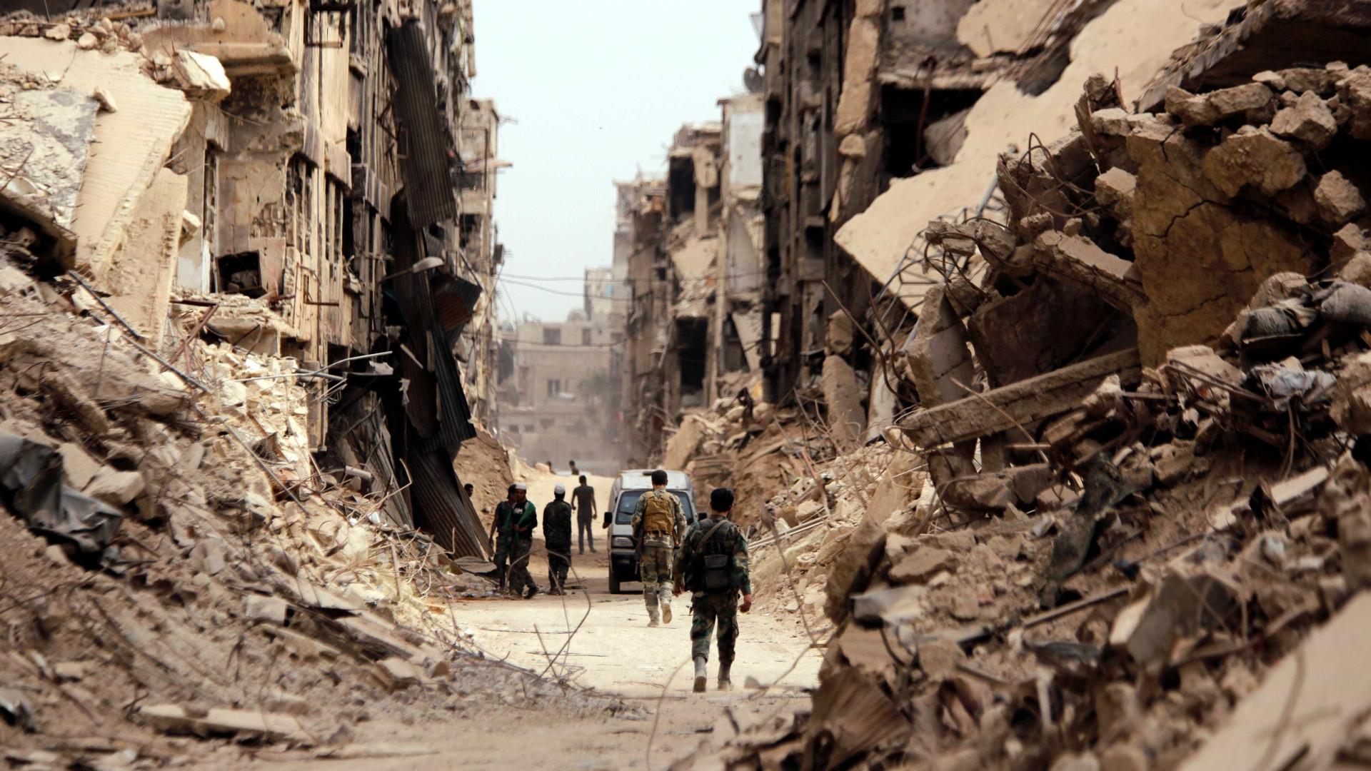 Exército de Israel bombardeia alvos iranianos na Síria