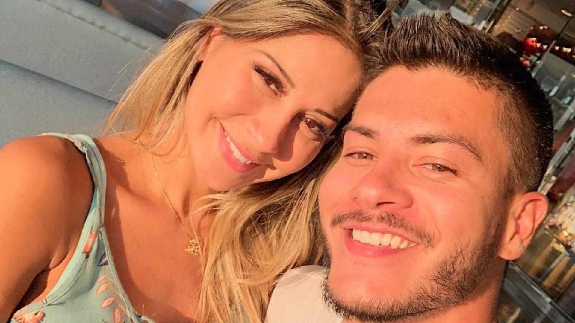 Arícia Silva nega romance com Arthur Aguiar após polêmica