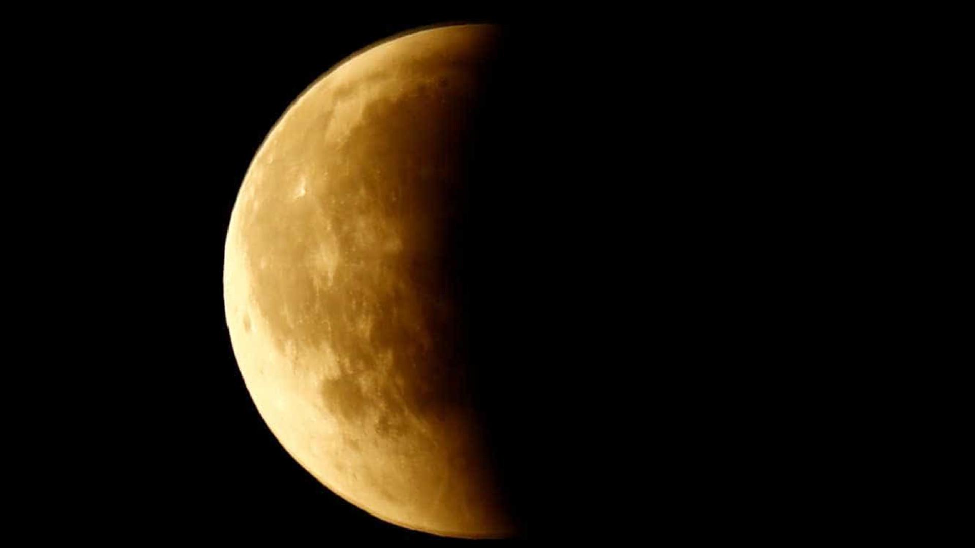 Nasa confirma existência de gelo nos polos da Lua