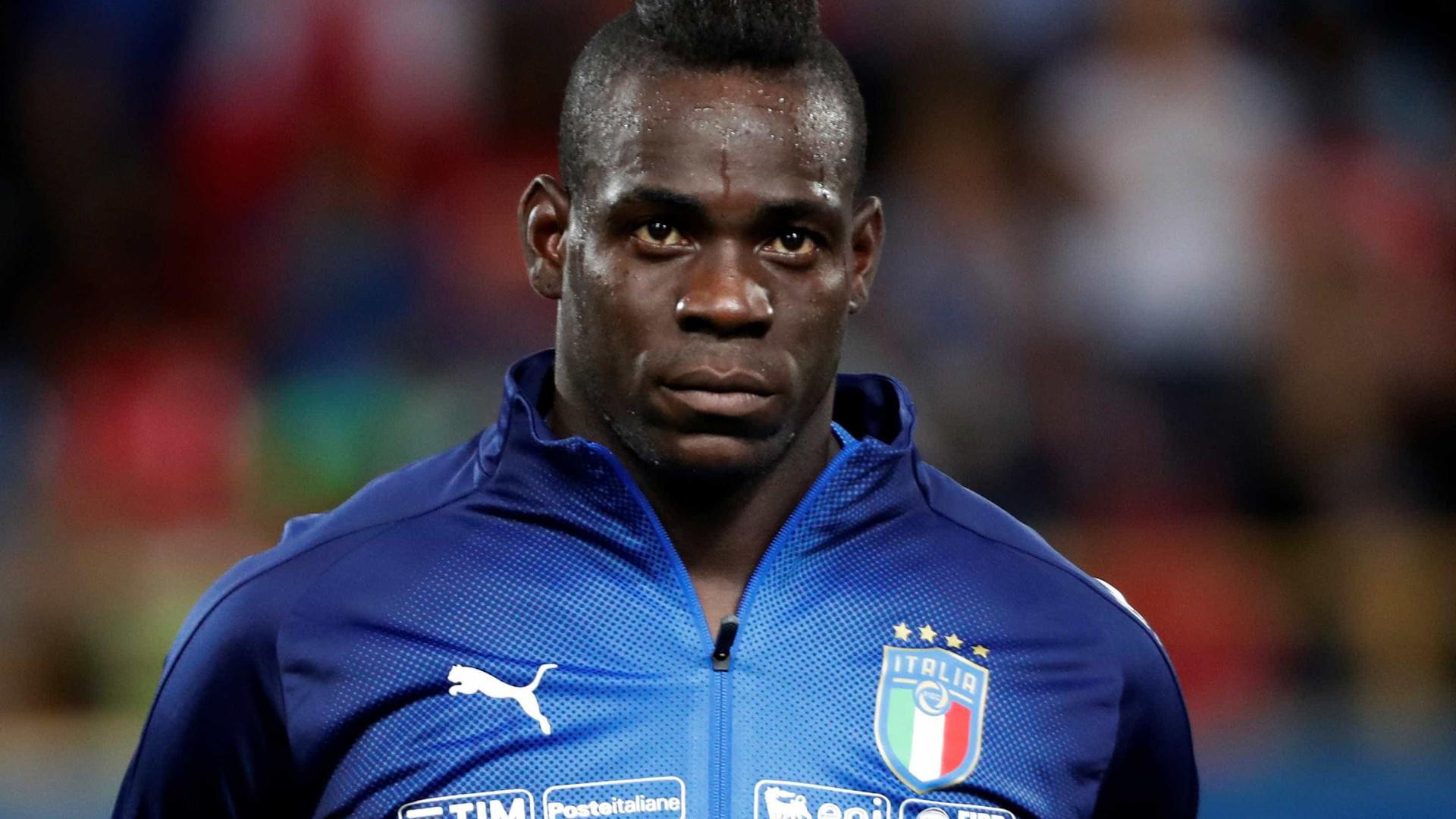 Após polêmica, Mancini quer Balotelli na seleção da Itália por méritos