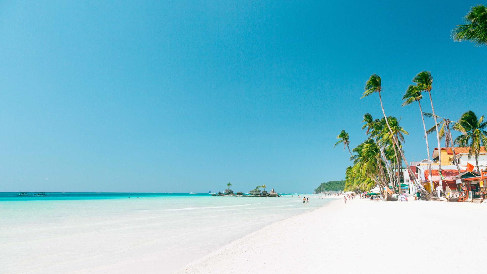 Ilha de Boracay, nas Filipinas, reabre para turismo