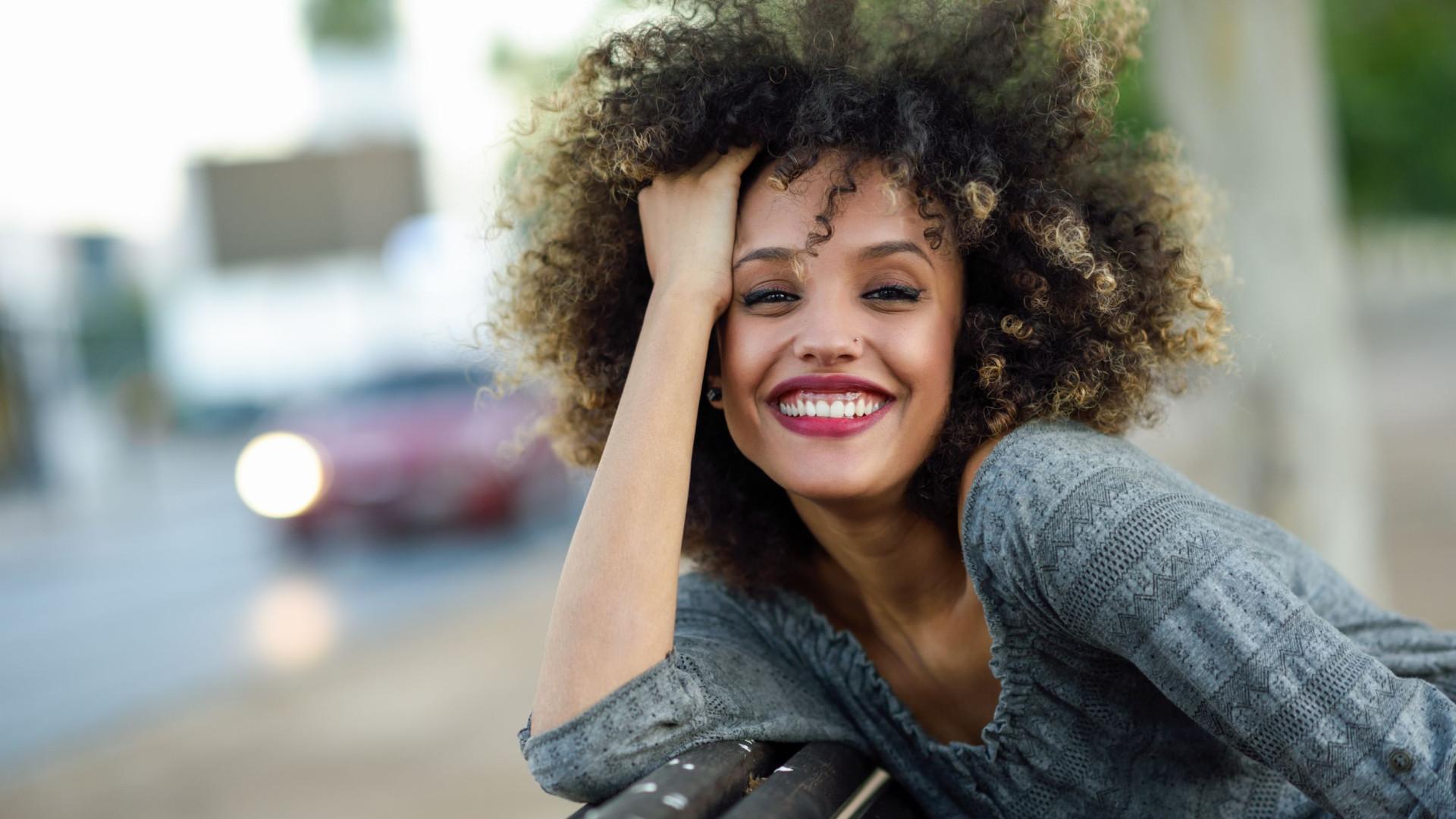 4 produtos naturais para cabelos cacheados