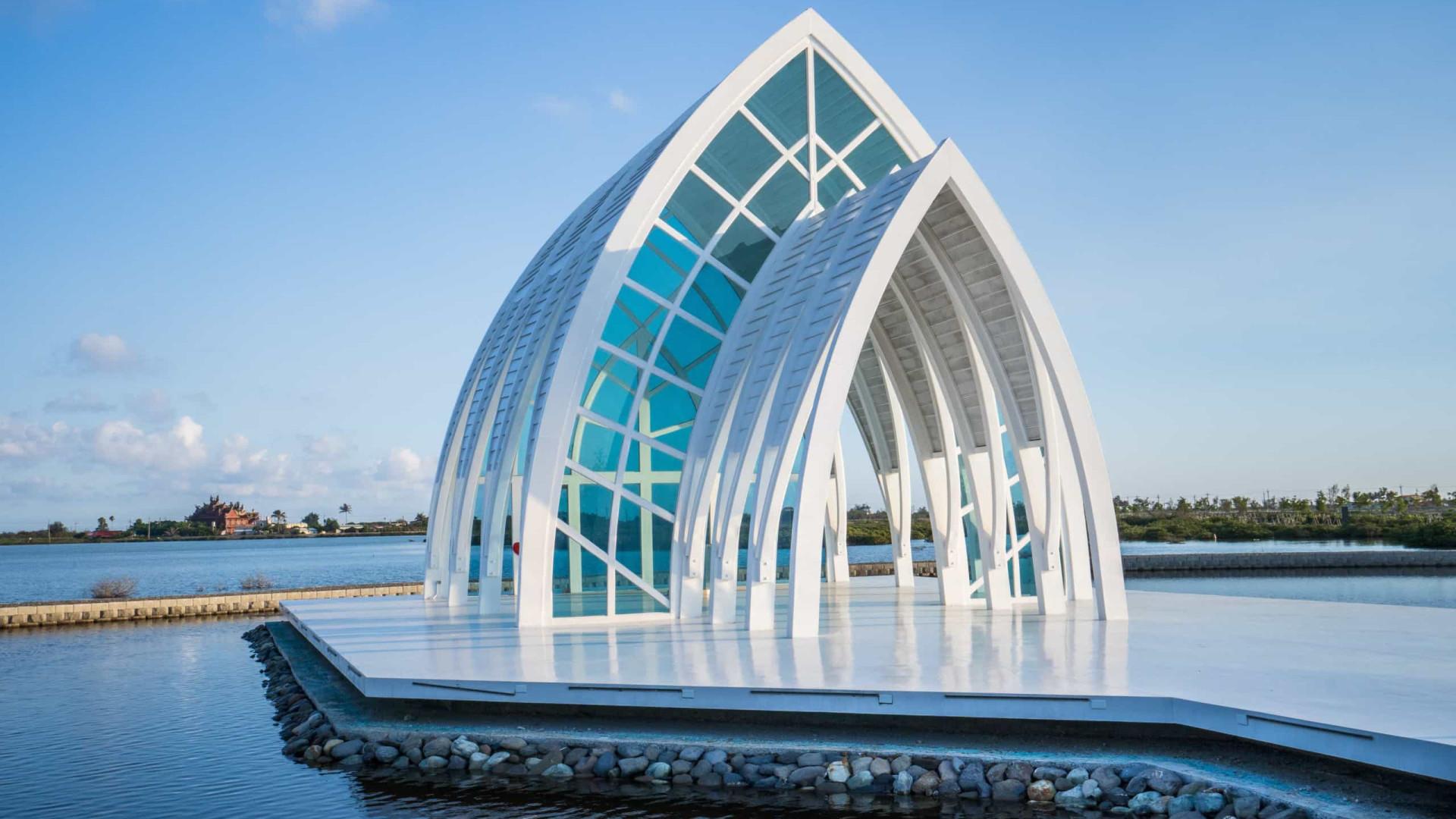 Supreenda-se com as igrejas mais incomuns do mundo!