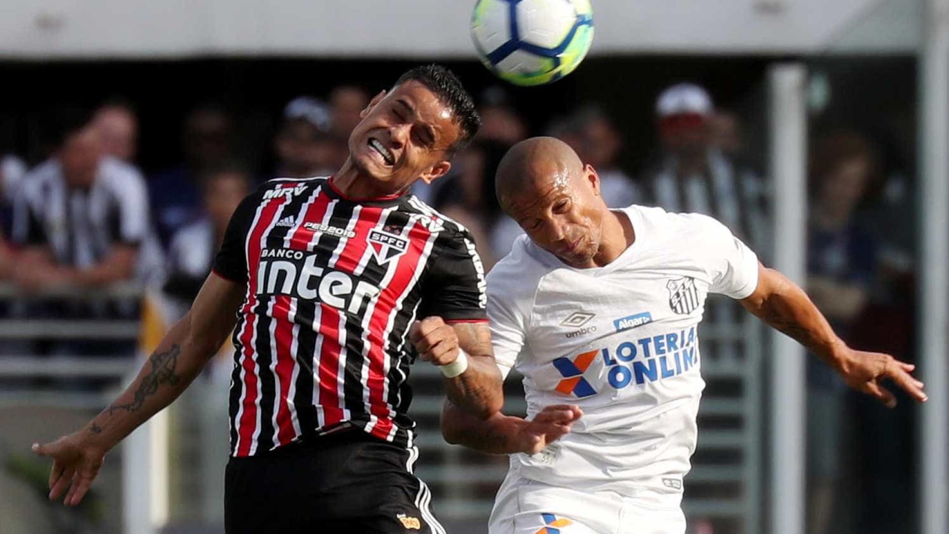 São Paulo empata com o Santos e assume a ponta do Brasileirão
