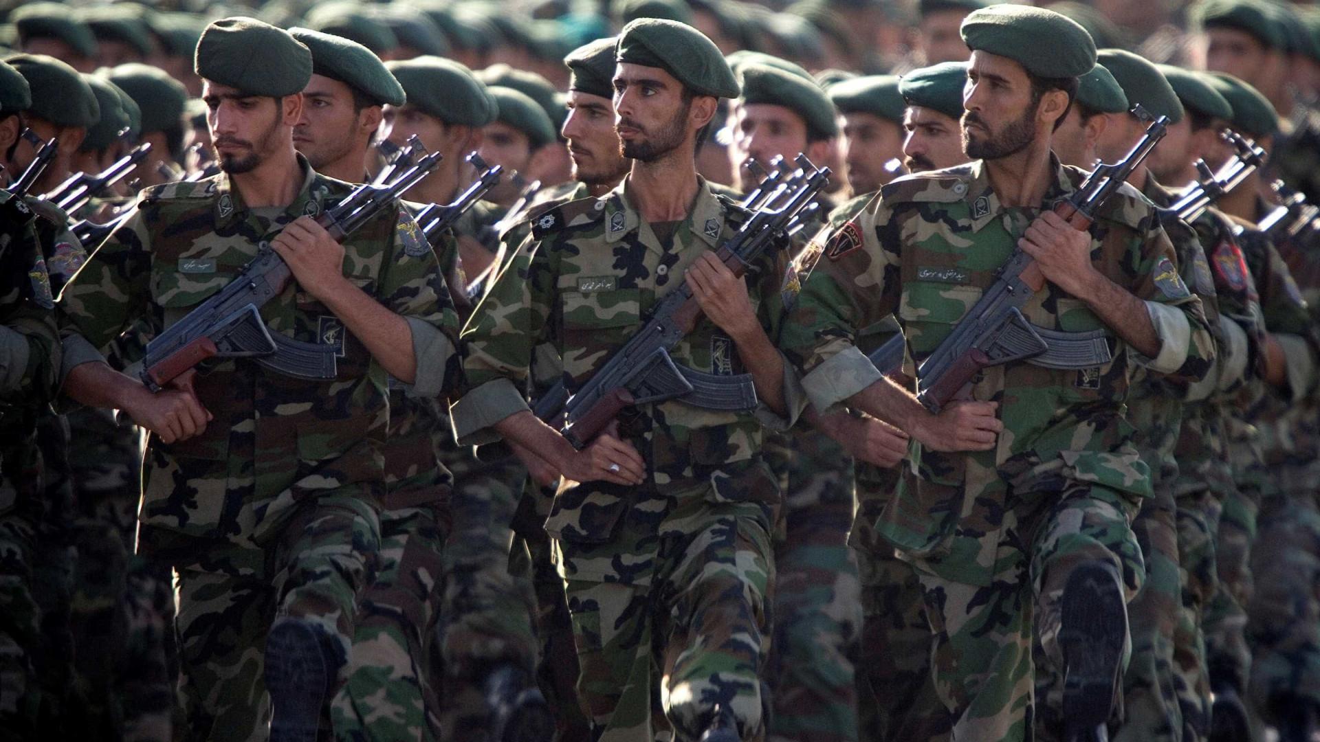 Atentado durante parada militar deixa mais de 20 mortos no Irã